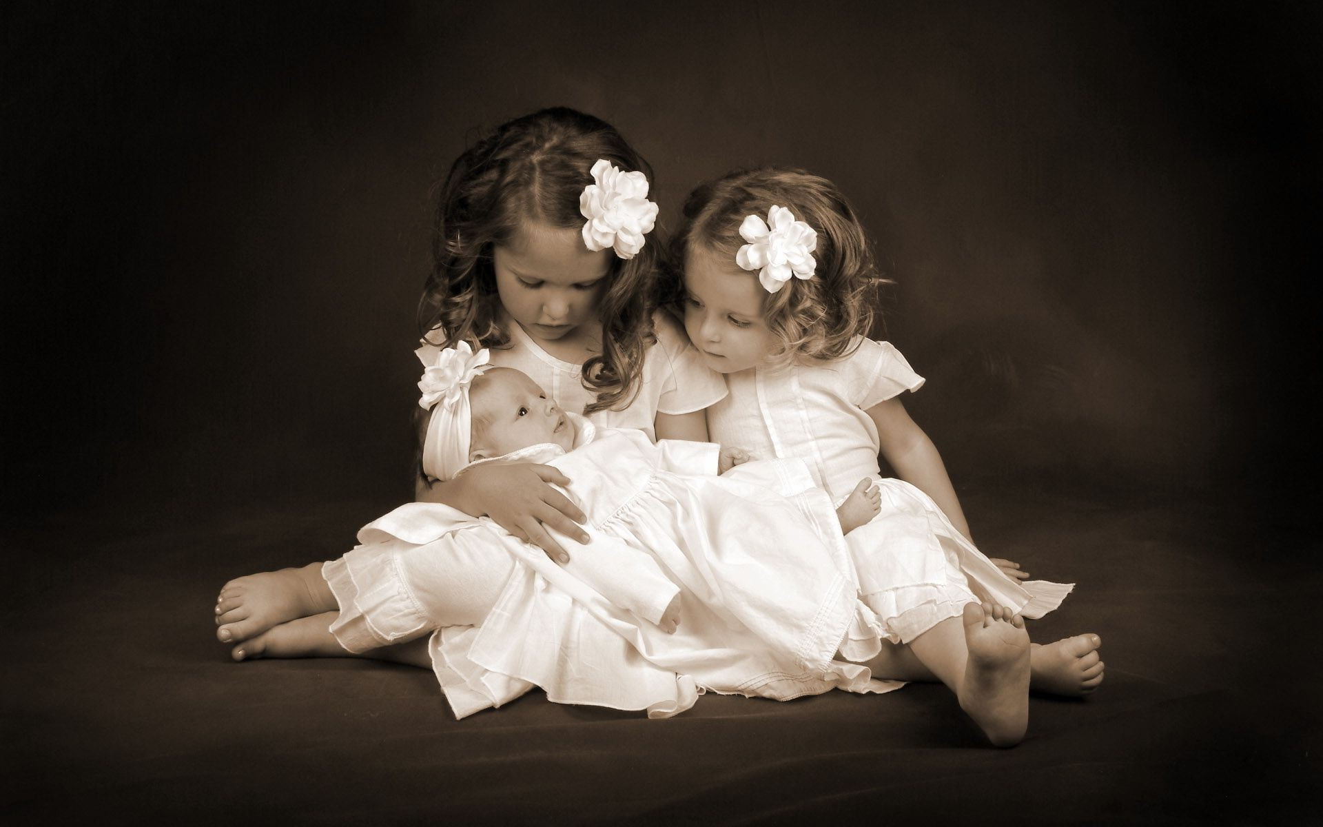 Открытка с двумя девочками, про