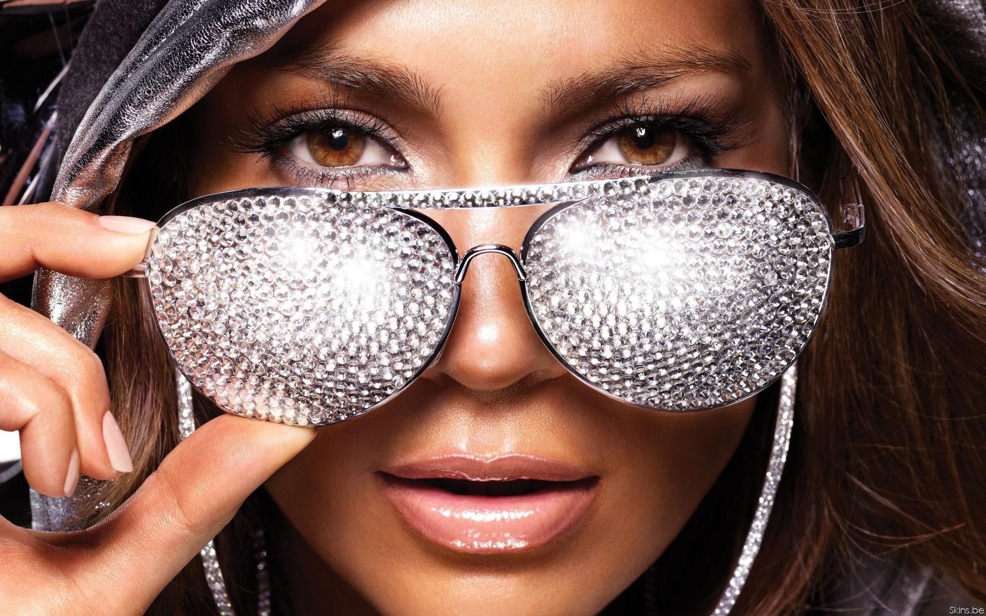 Гламурное фото девушек в очках