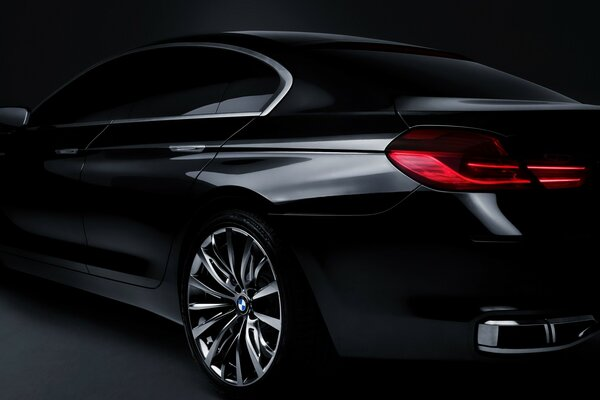 BMW Concept Gran Coupe сзади