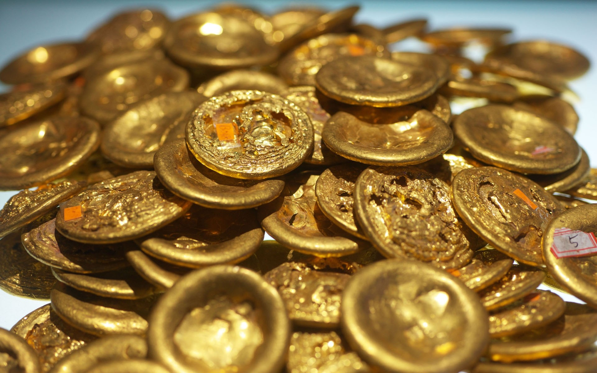поля отогнало золото и деньги фото на рабочий стол поручили оформить витрину