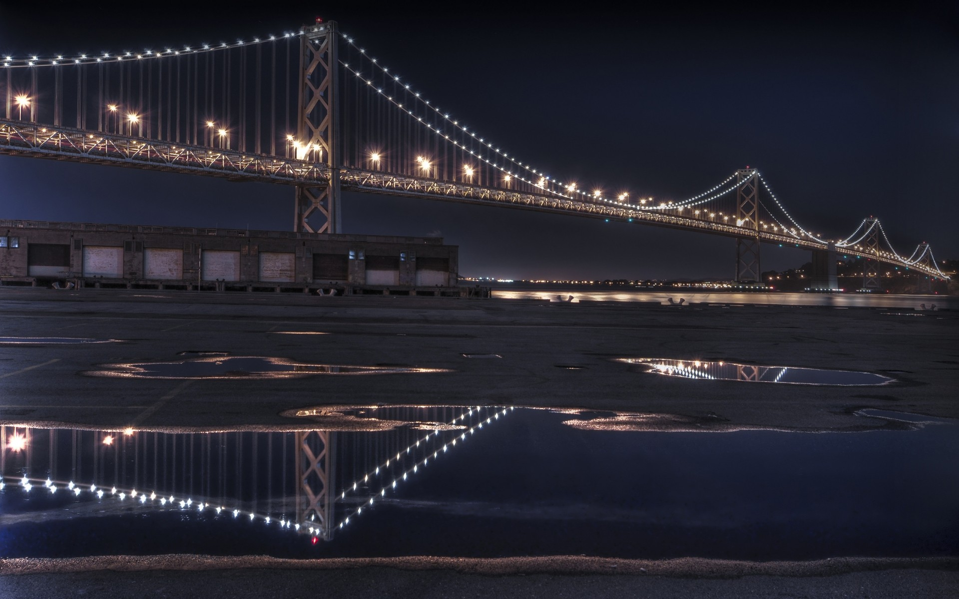 Bay Bridge отражает