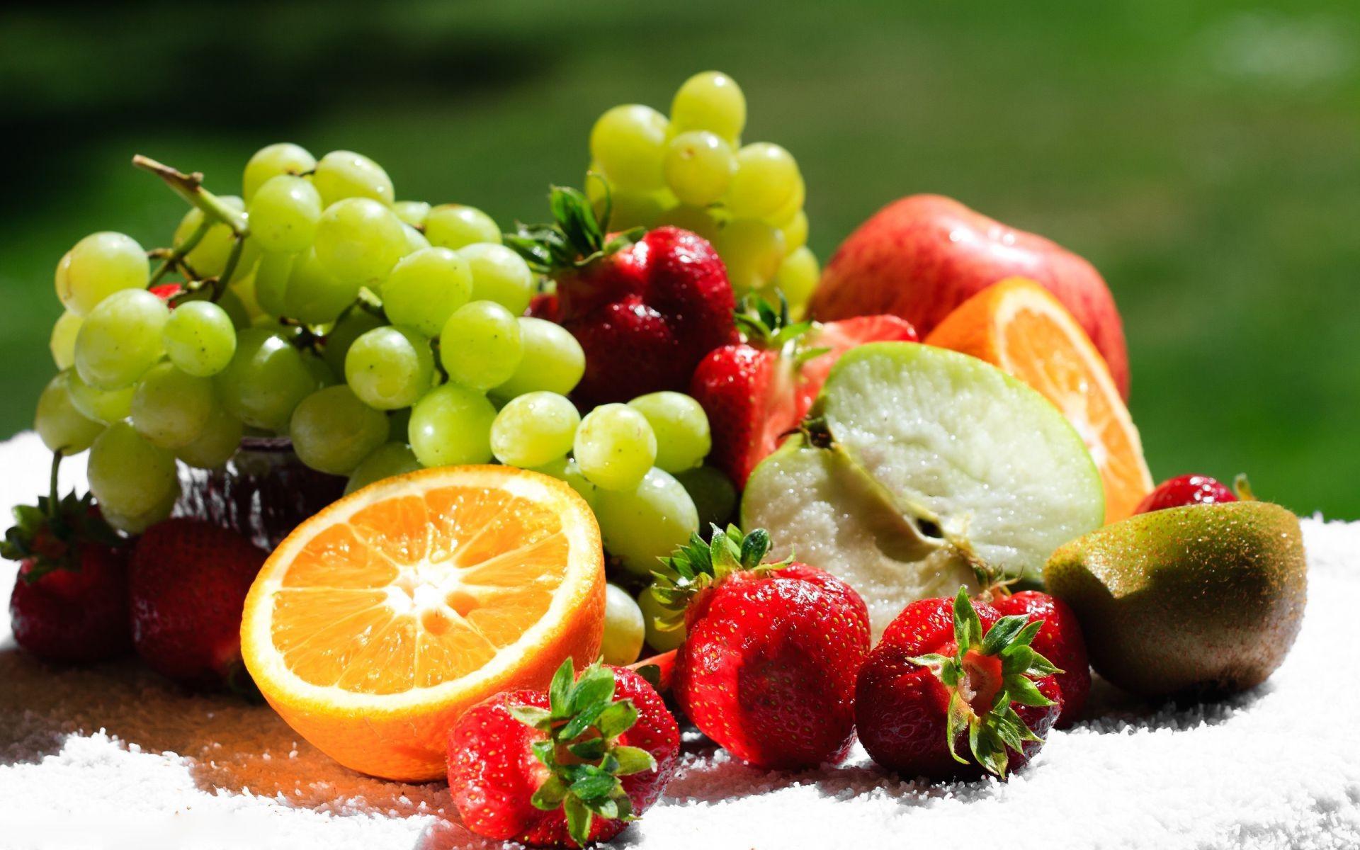 добывают картинки на обои для рабочего стола фрукты куче