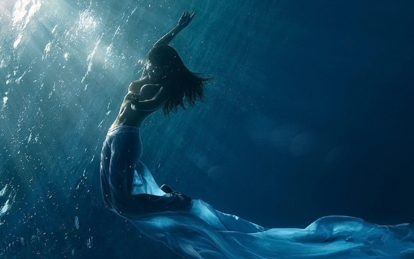 Девушки и океан