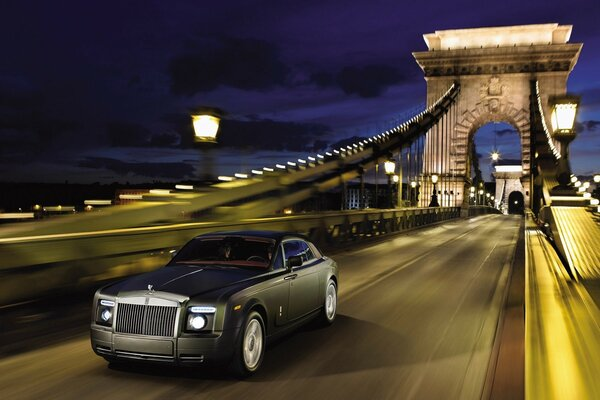 Rolls-Royce Phantom Coupe 2010 скорость