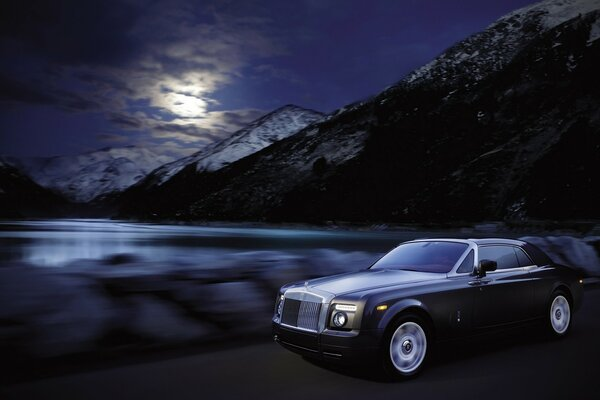Rolls-Royce Phantom Coupe ночь 2010 года