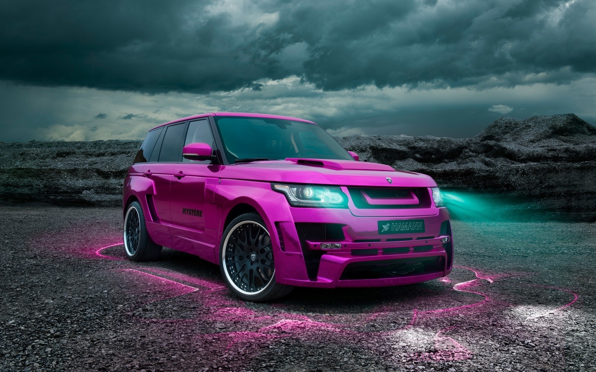 Розовый Range Rover Vogue 2013