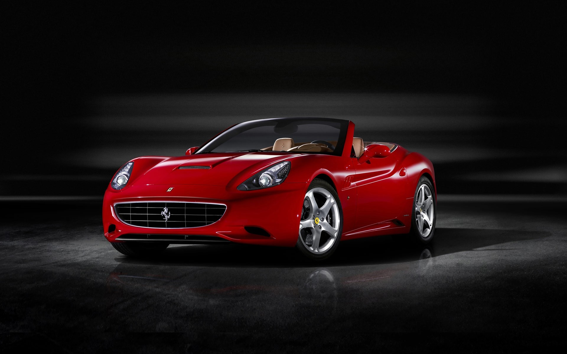 Красный Ferrari California