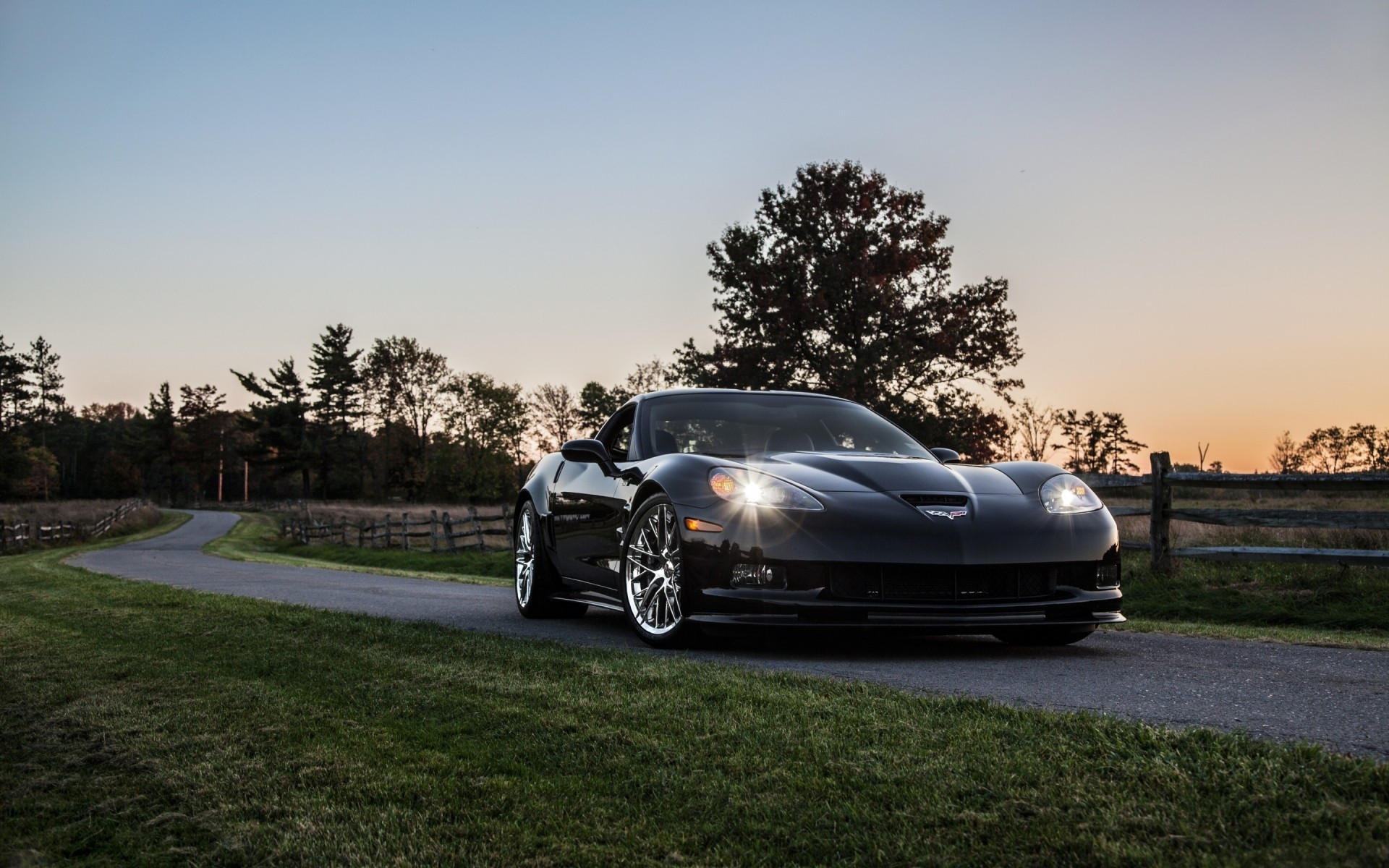 Черный Chevrolet Corvette Zr 1