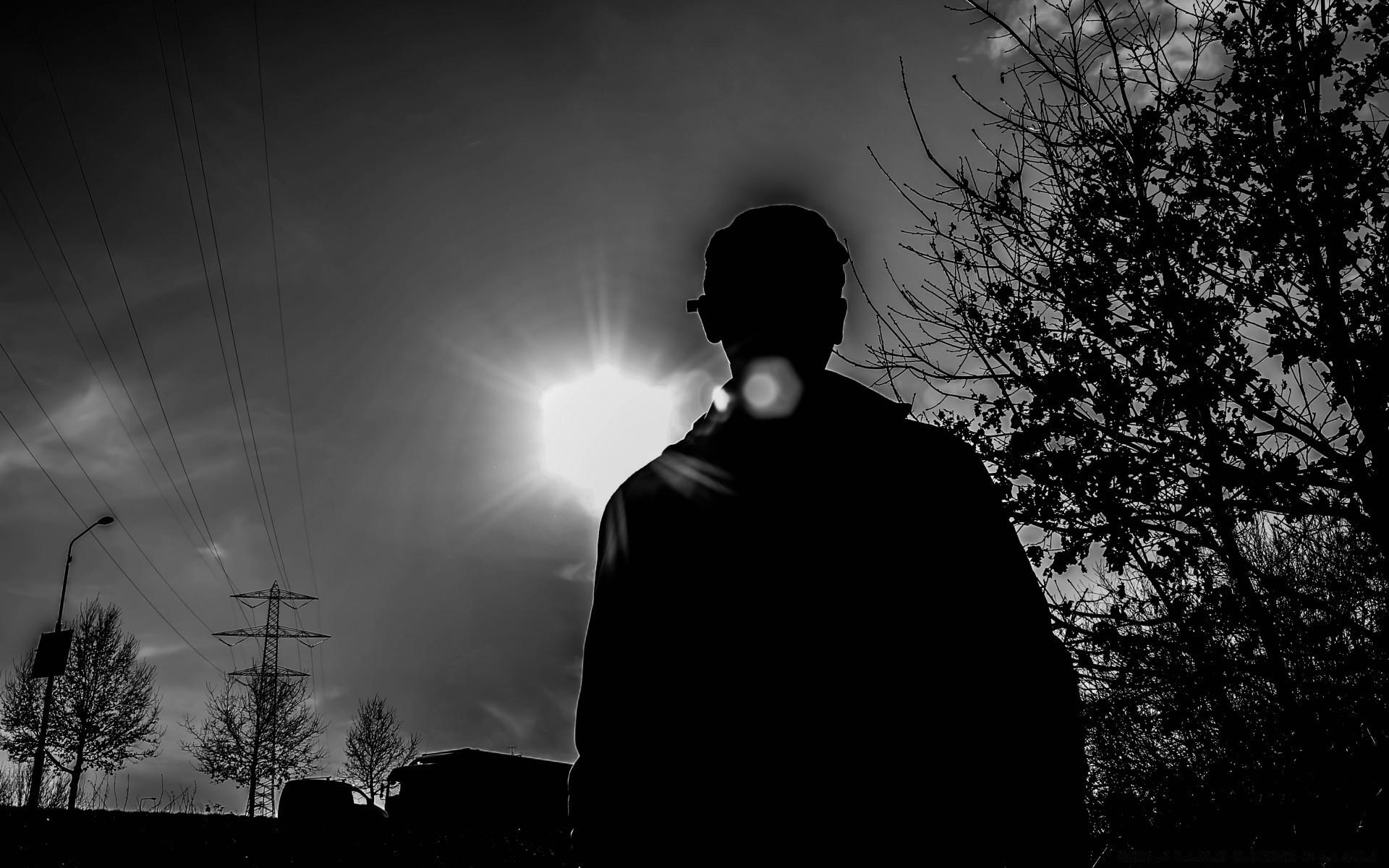 Пацан в темноте