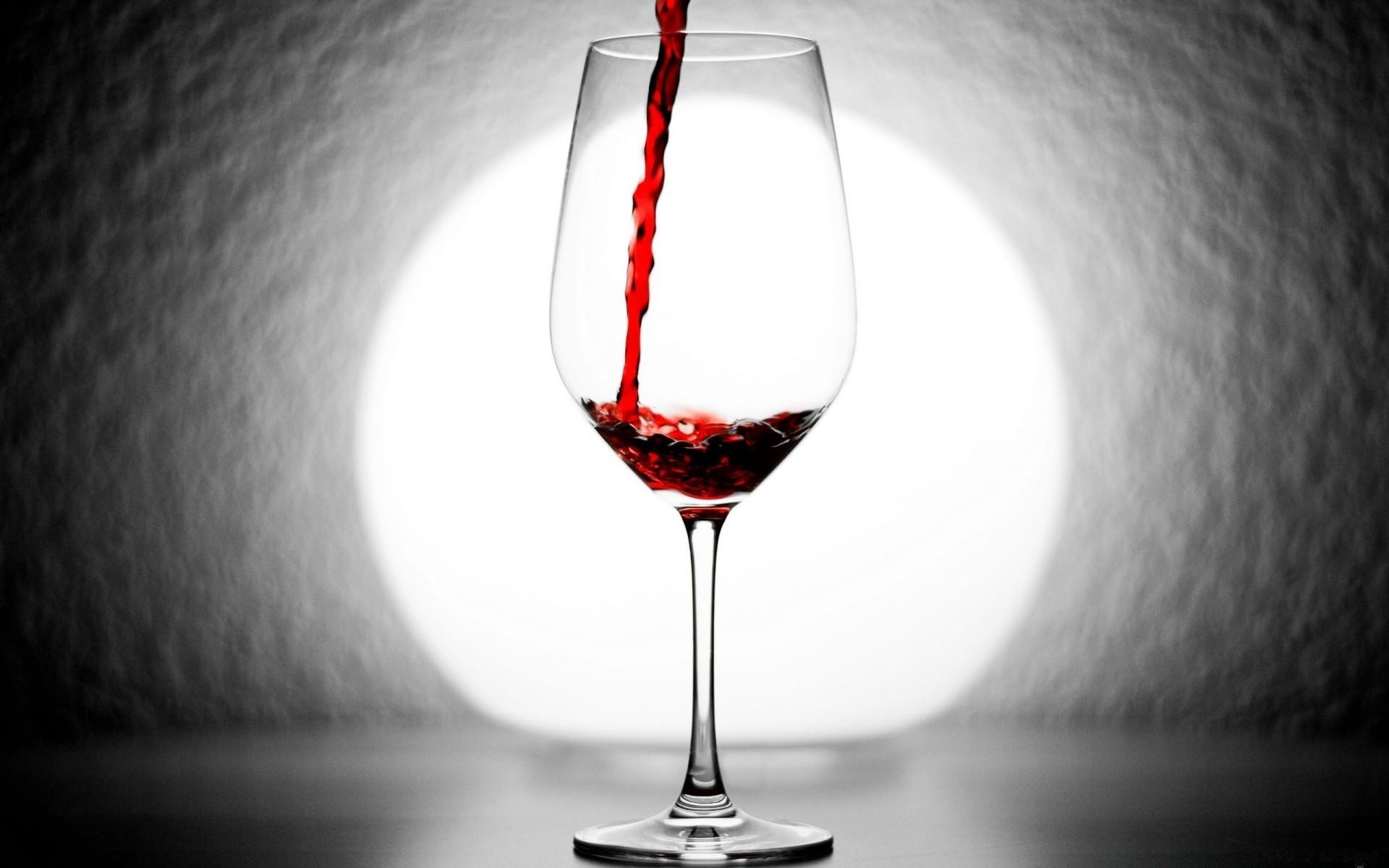 можно обои на рабочий стол бокал красного вина могу