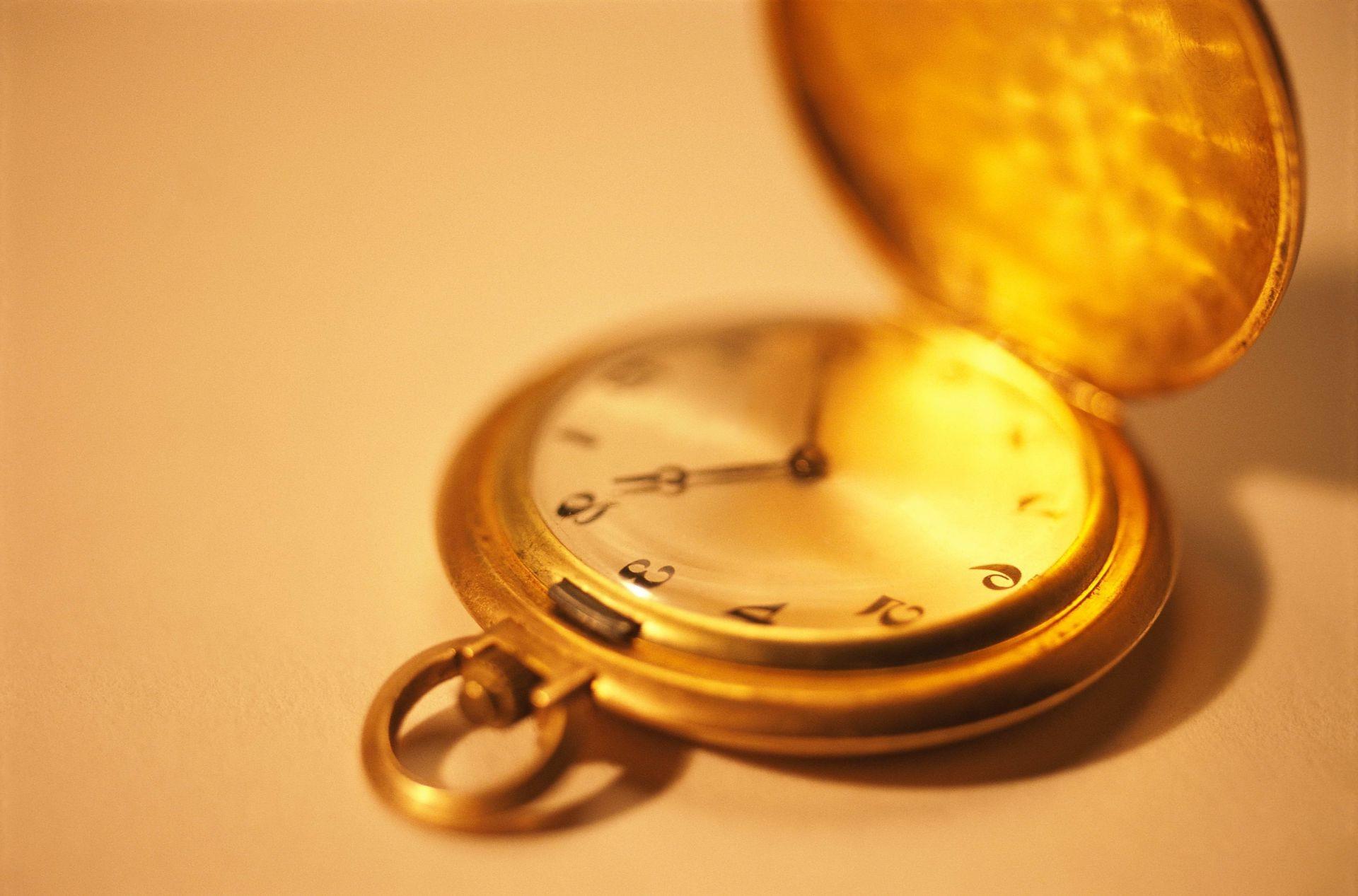 Карманные часы и скатерть  № 2171629 загрузить