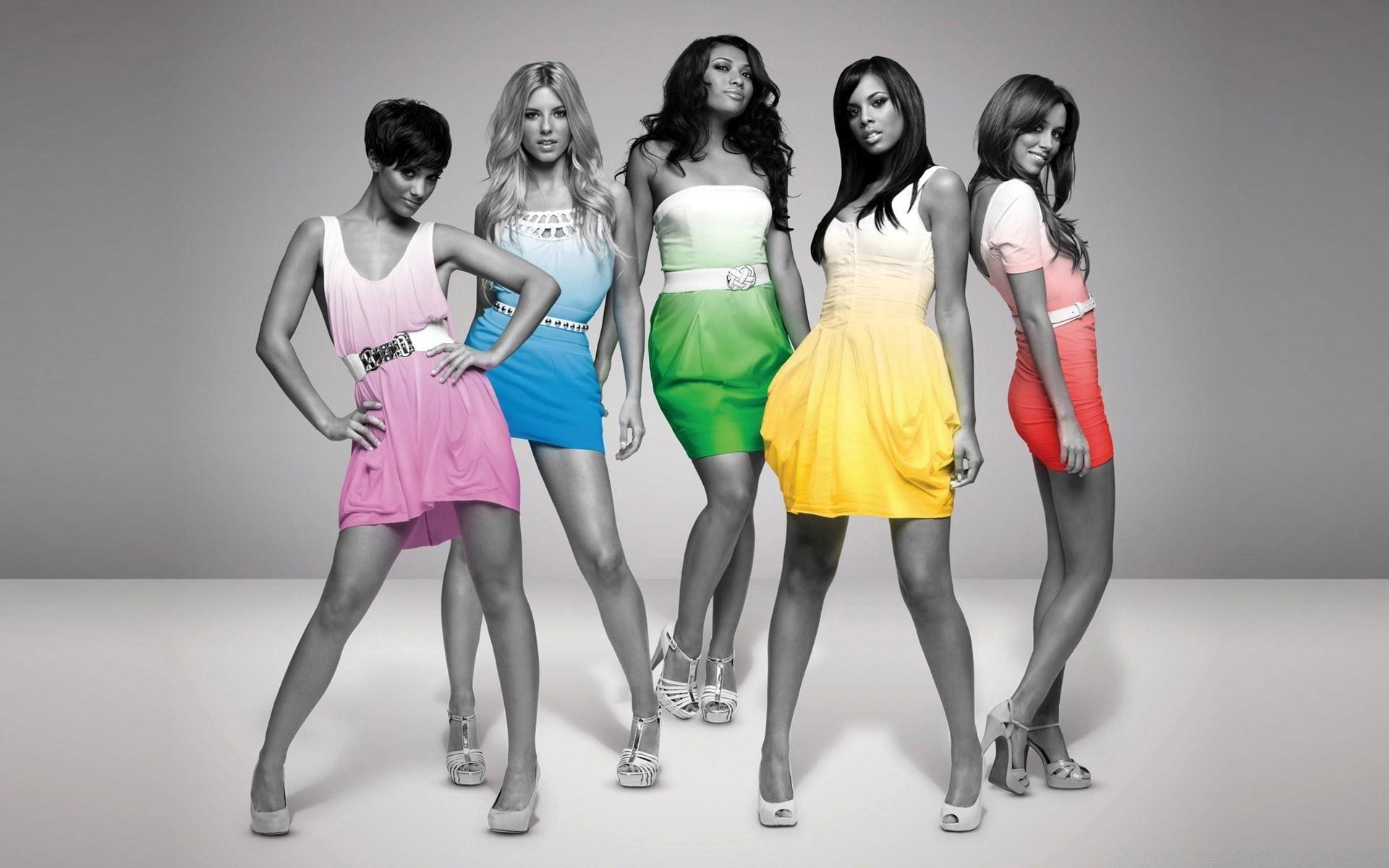 Разноцветные платья для девушек