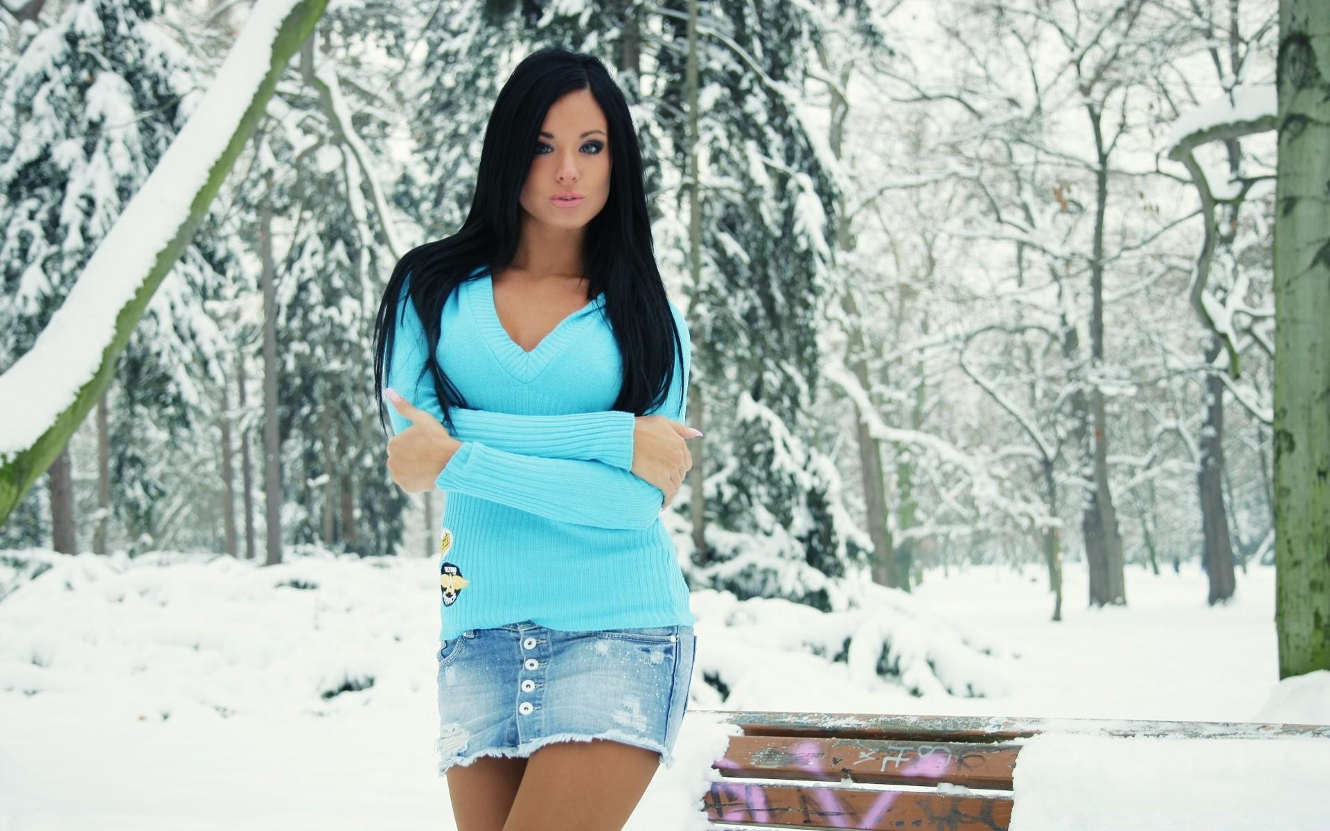 девушка брюнетка зима снег winter snow  № 2816646 бесплатно