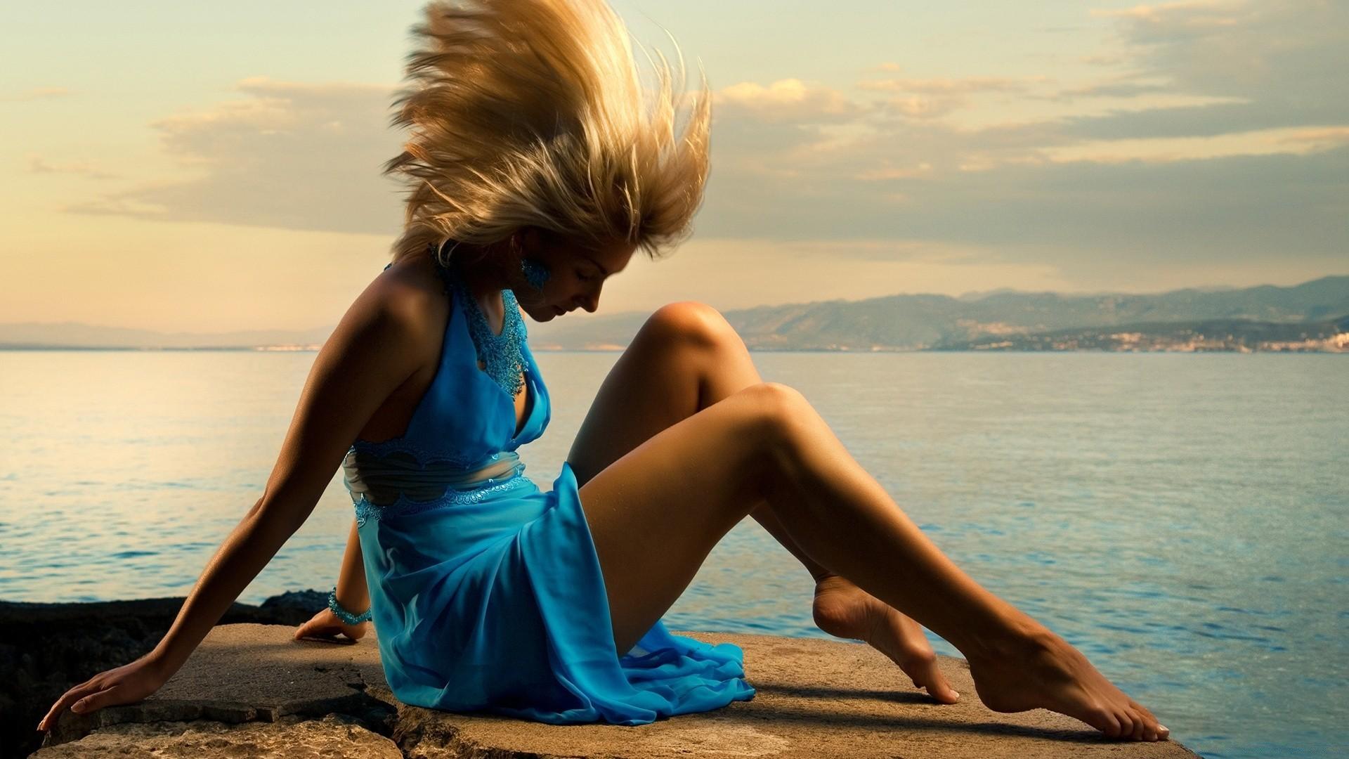 фото где девушка сидит на море иногда порет меня