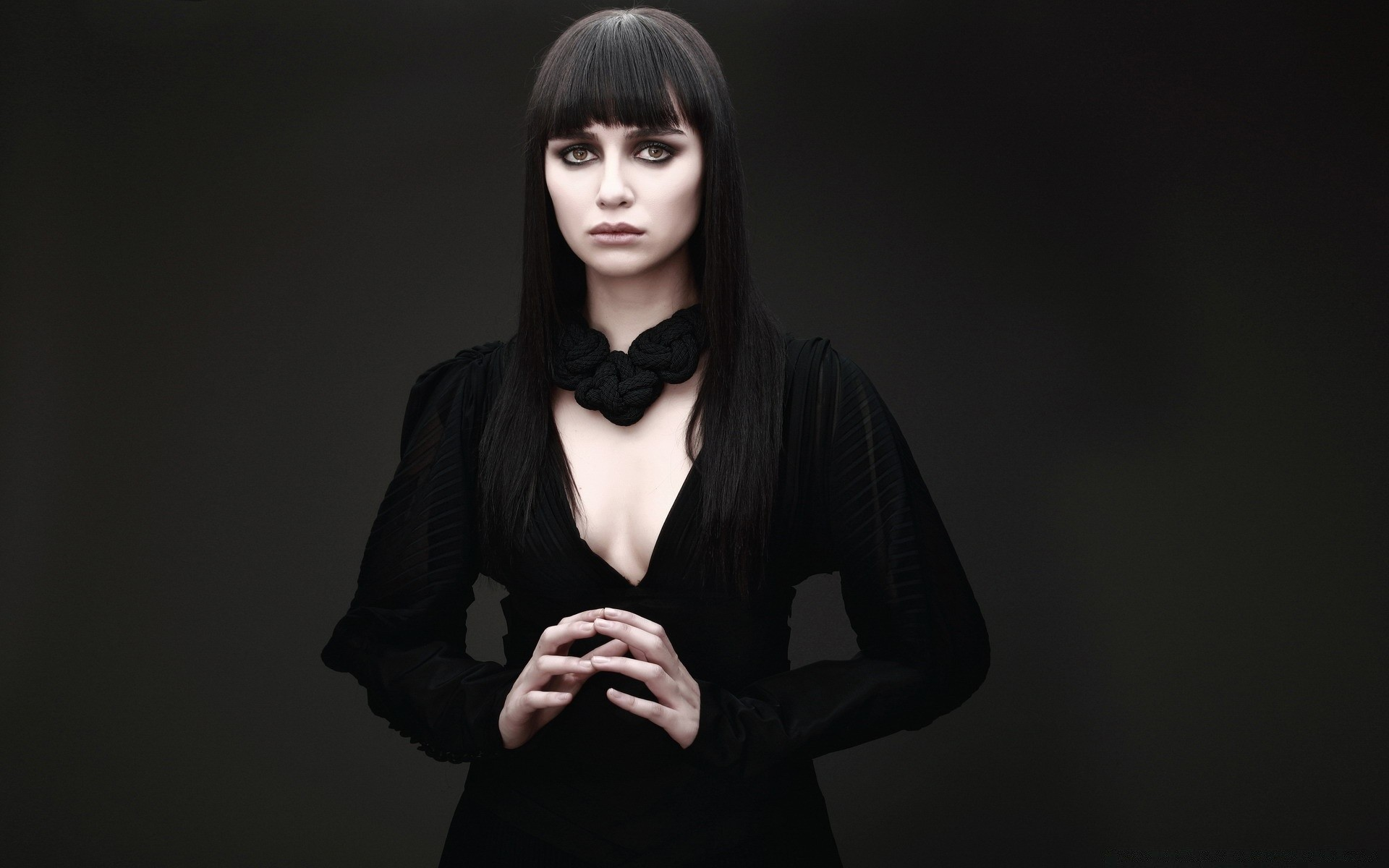 devushka-v-chernom-foto