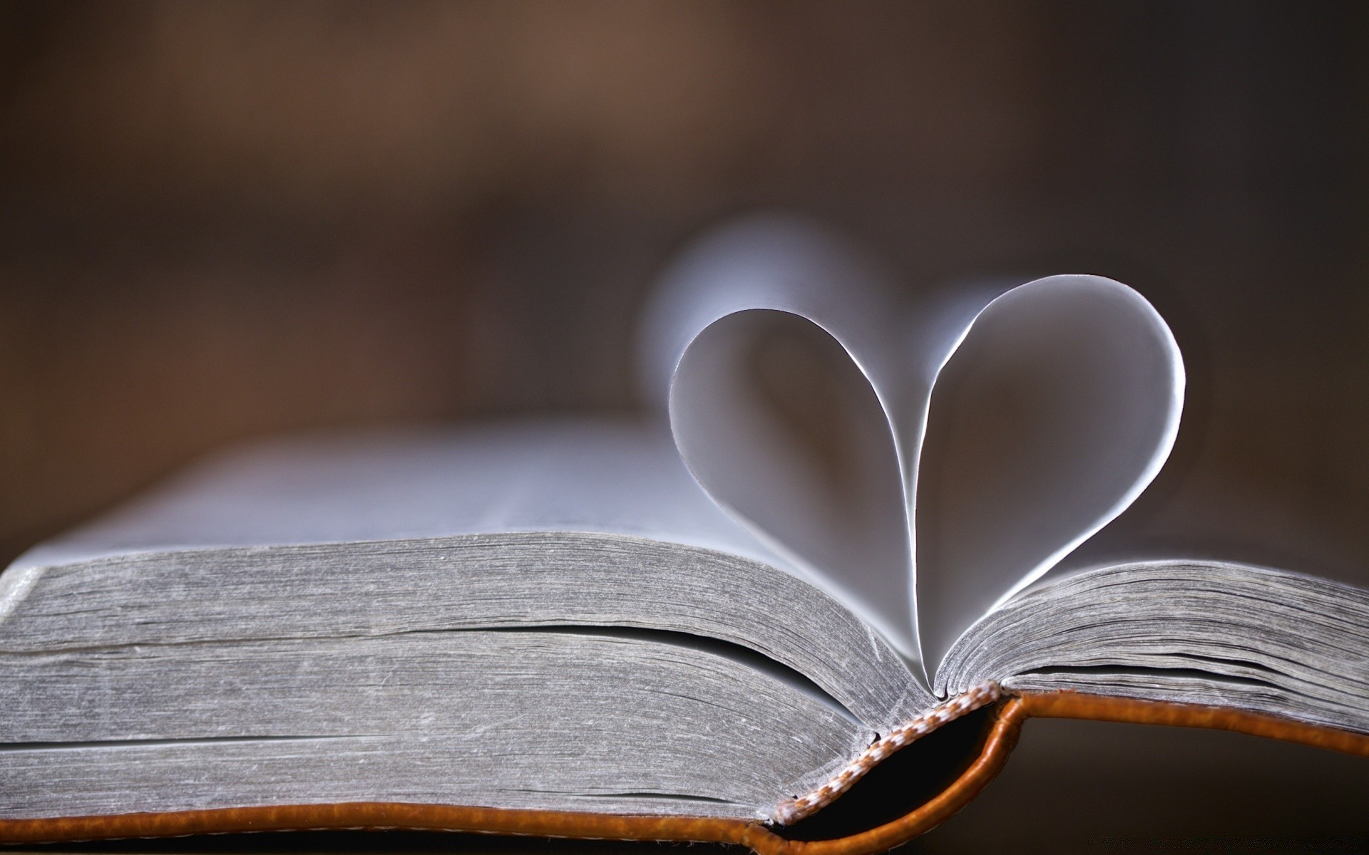 Картинки с сердечками и книгой