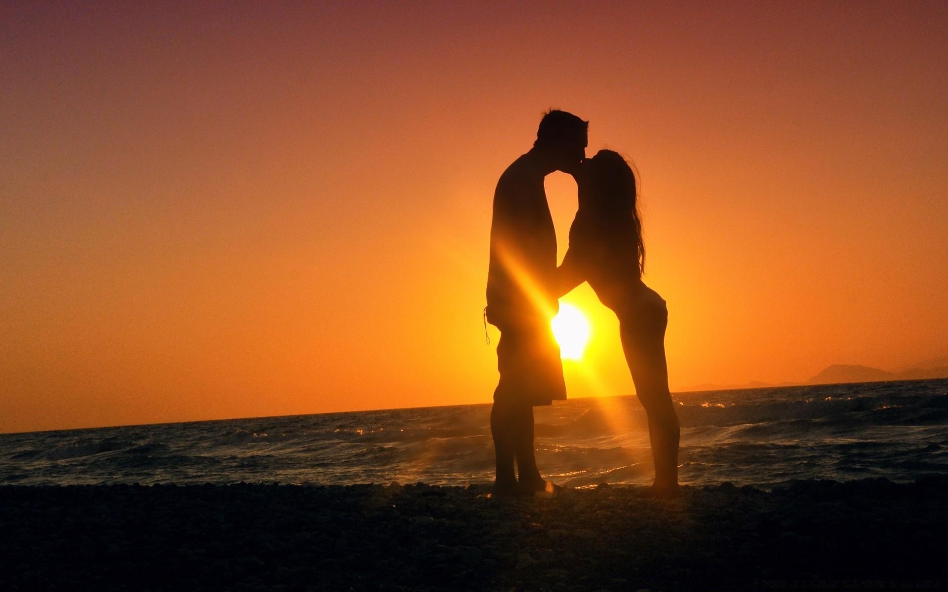 актуальную целующиеся на море картинки буду каким-то простым