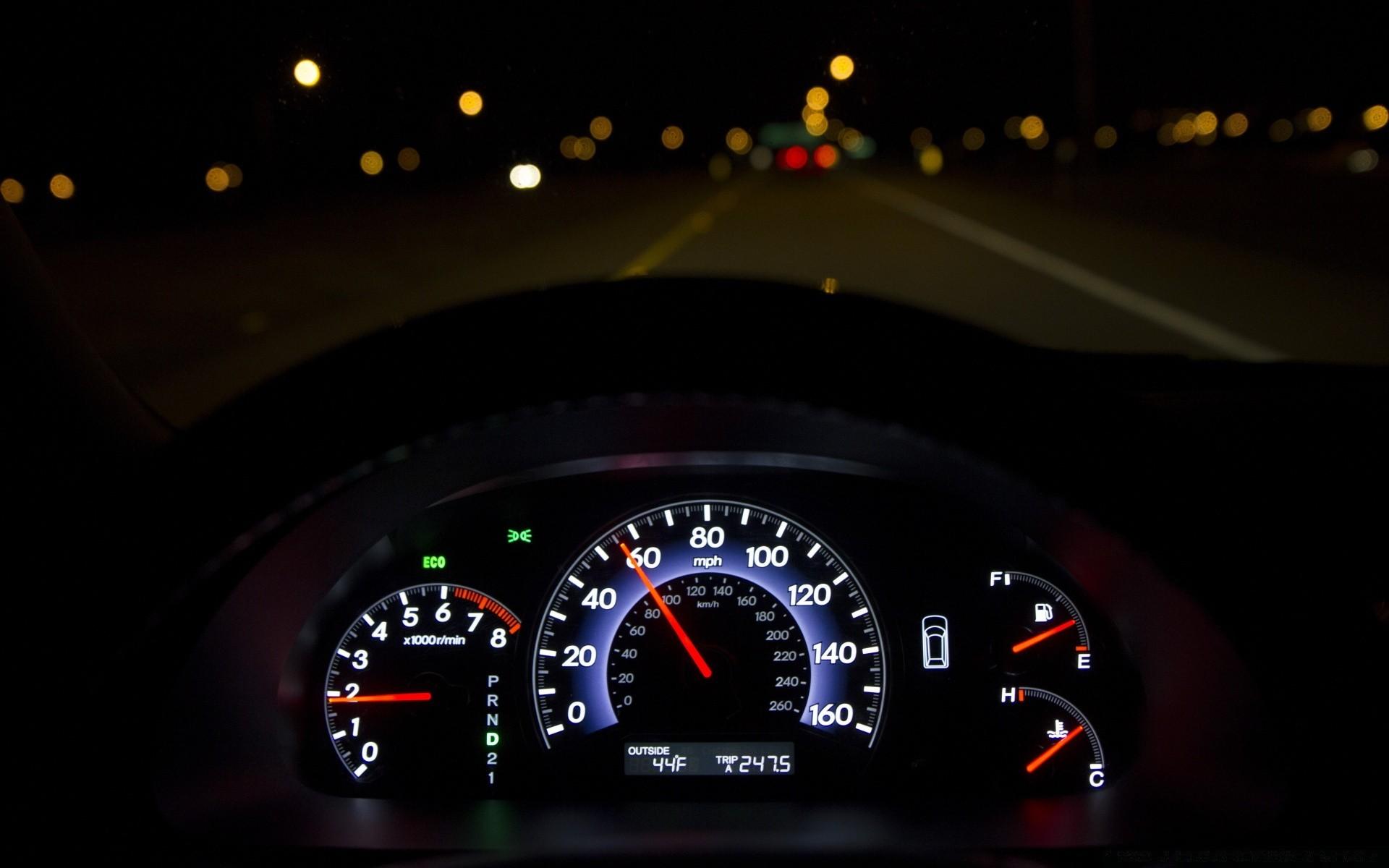 фото панели приборов машины ночью ростеста