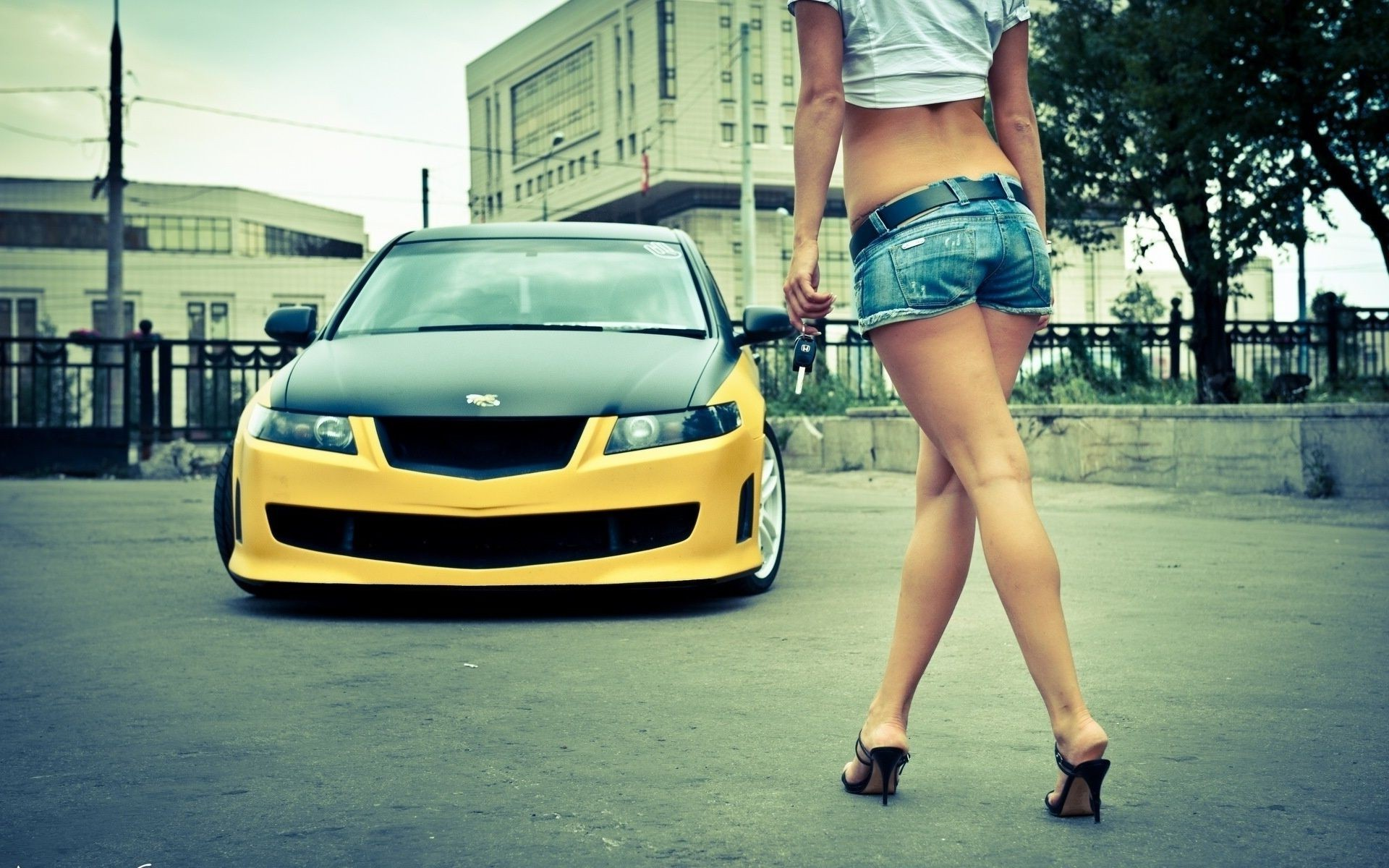 Девушки и автомобили обои на телефон
