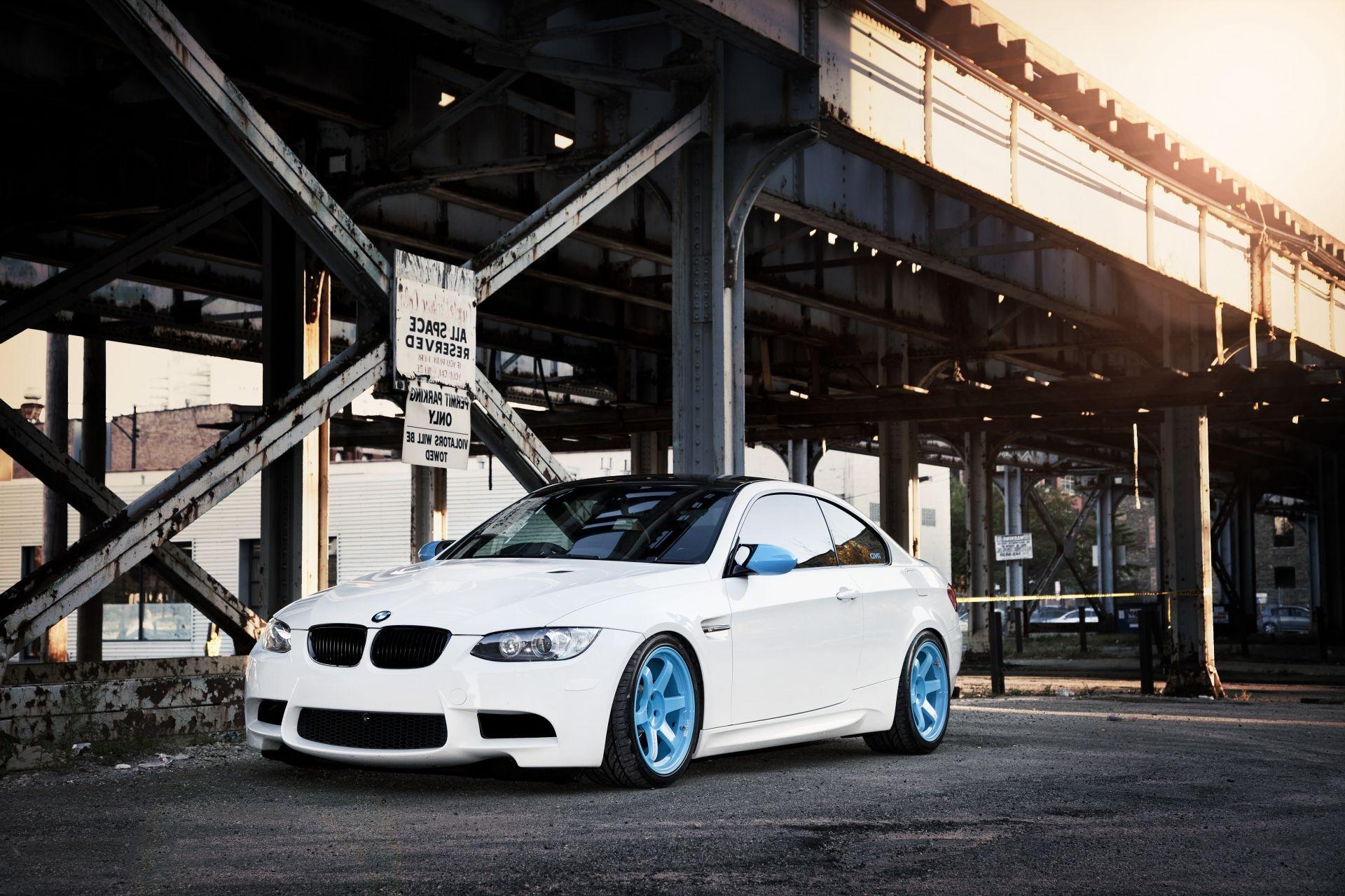 белый автомобиль ind bmw  № 846794 бесплатно