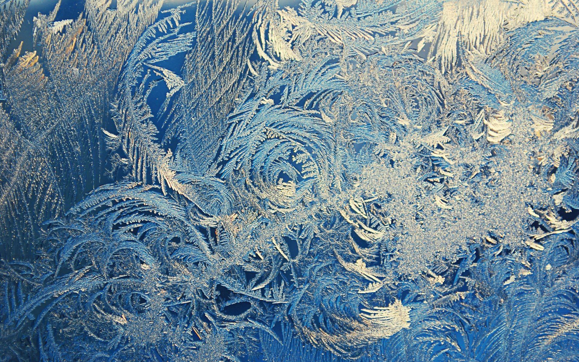 От чего на окнах в мороз узоры