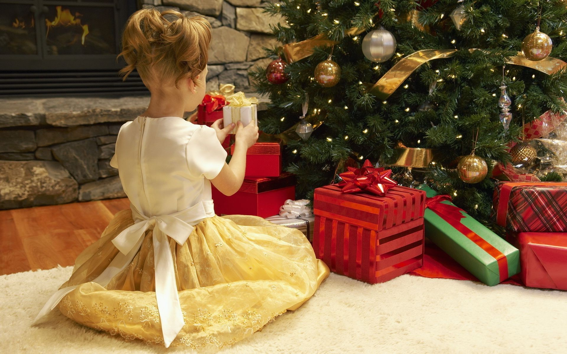 Что можно подарить девушке к новому году
