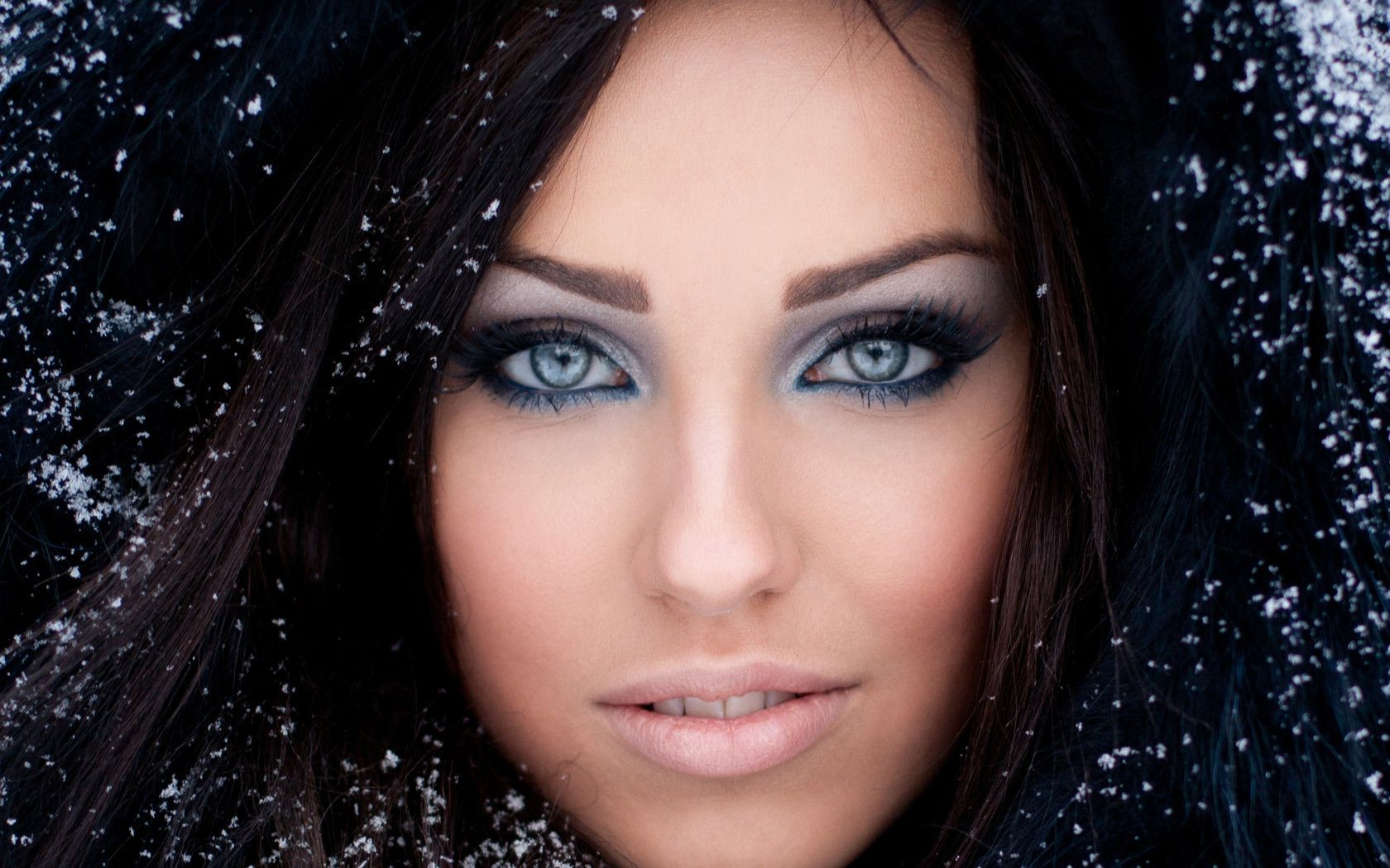 Глаза брюнетка лицо девушка