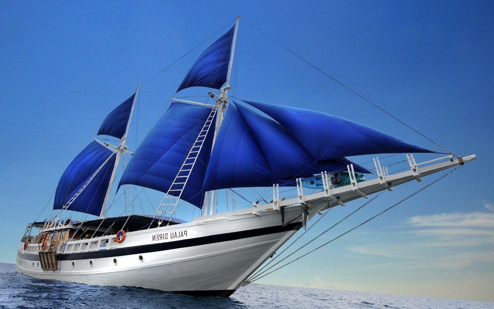 Корабль на море фото
