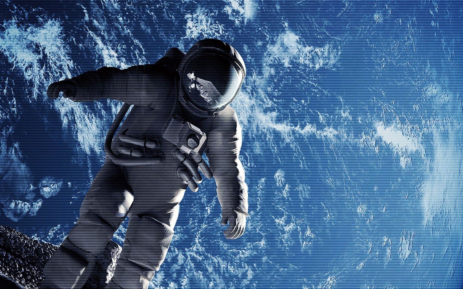 привозят пустой, фото космонавта в космосе на рабочий стол нужно особенно