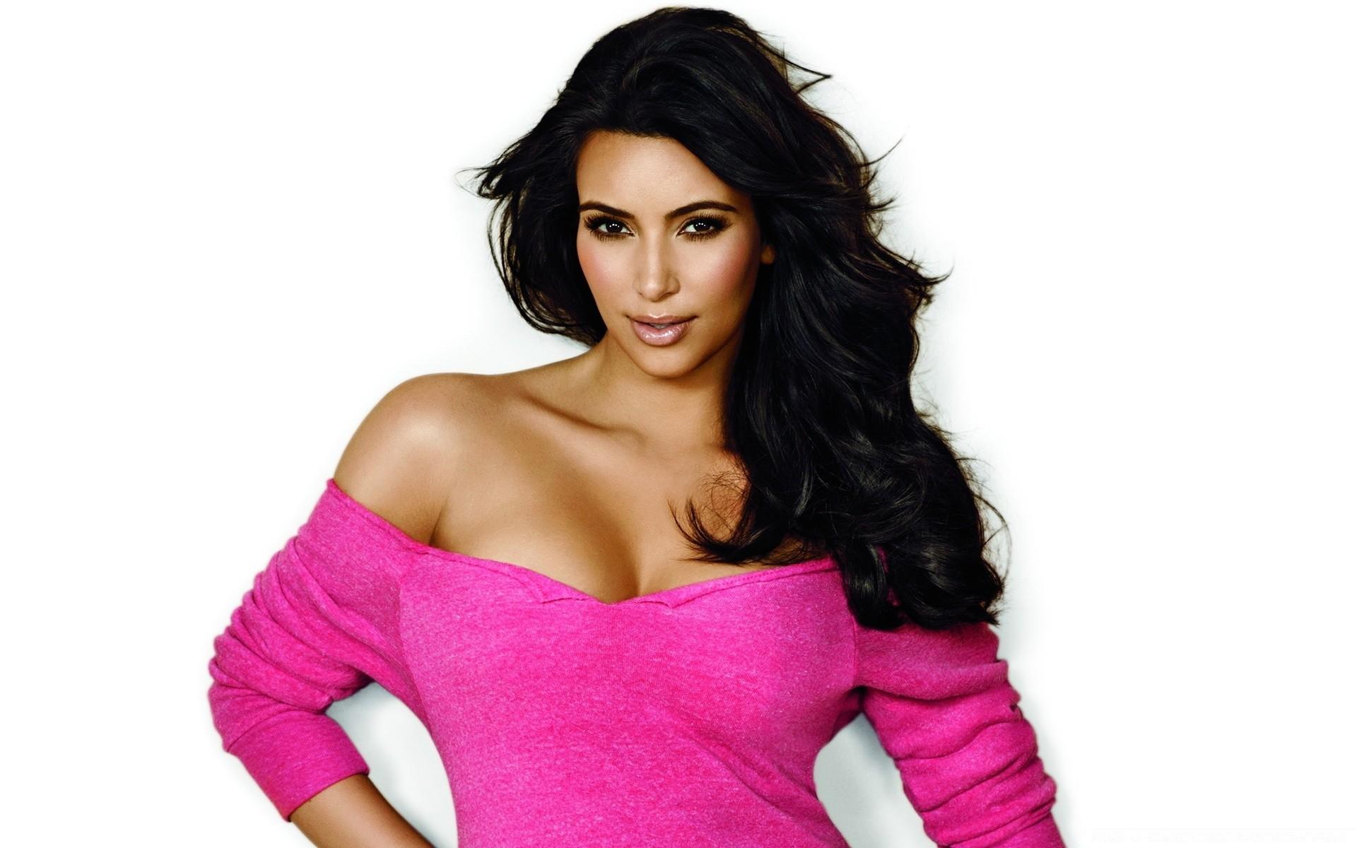 kim kardashin Описание присоединяйтесь к звездным приключениям kim kardashian в игре kim kardashian: hollywood.