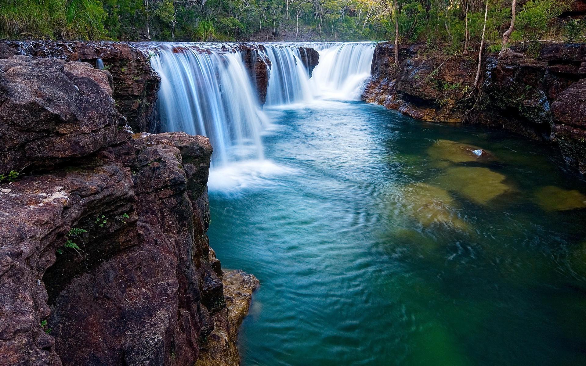 составляют картинки живые водопады красивые на рабочий стол тоже своеобразный