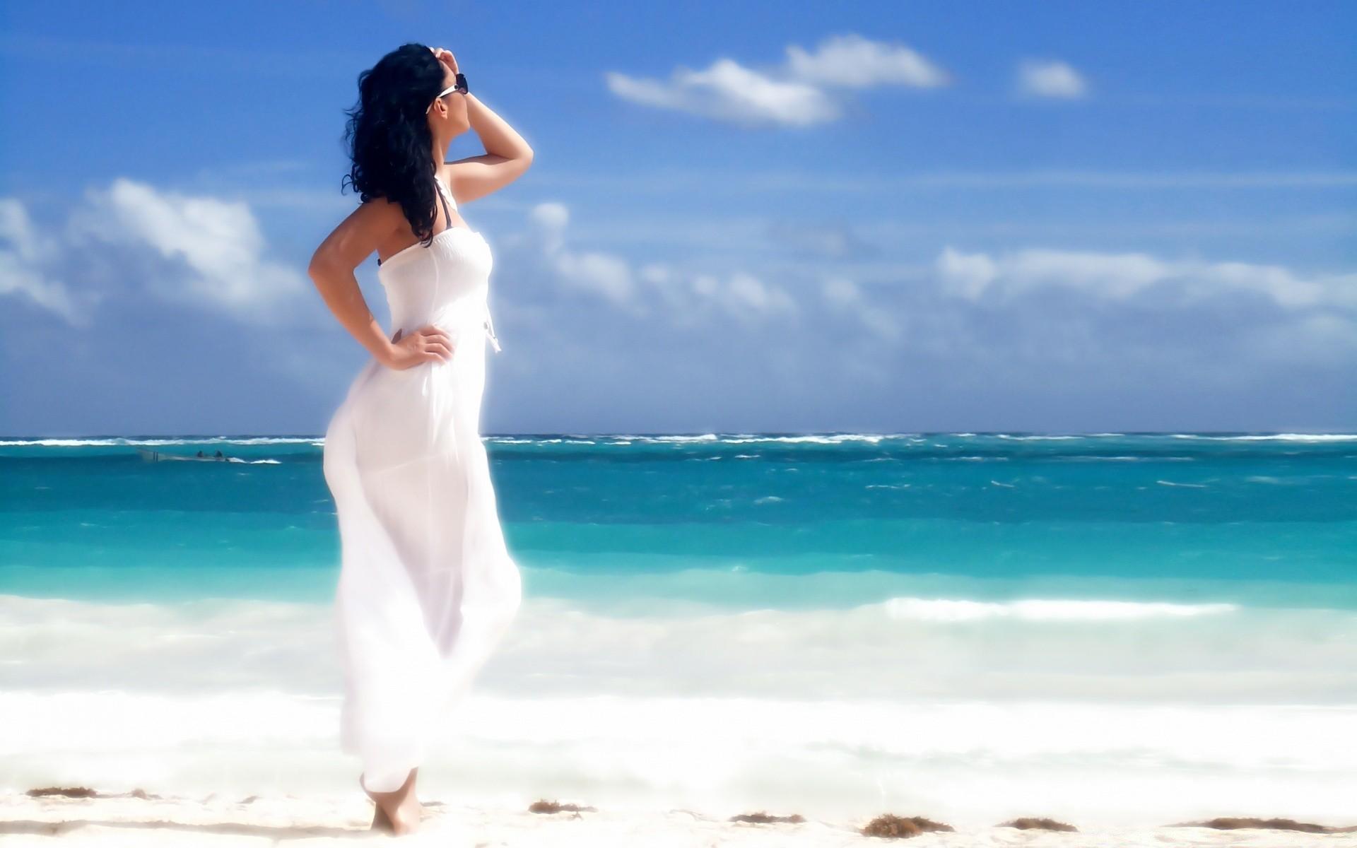 Фото девушек на фоне океана, Фото: Девушка на фоне океана 14 фотография