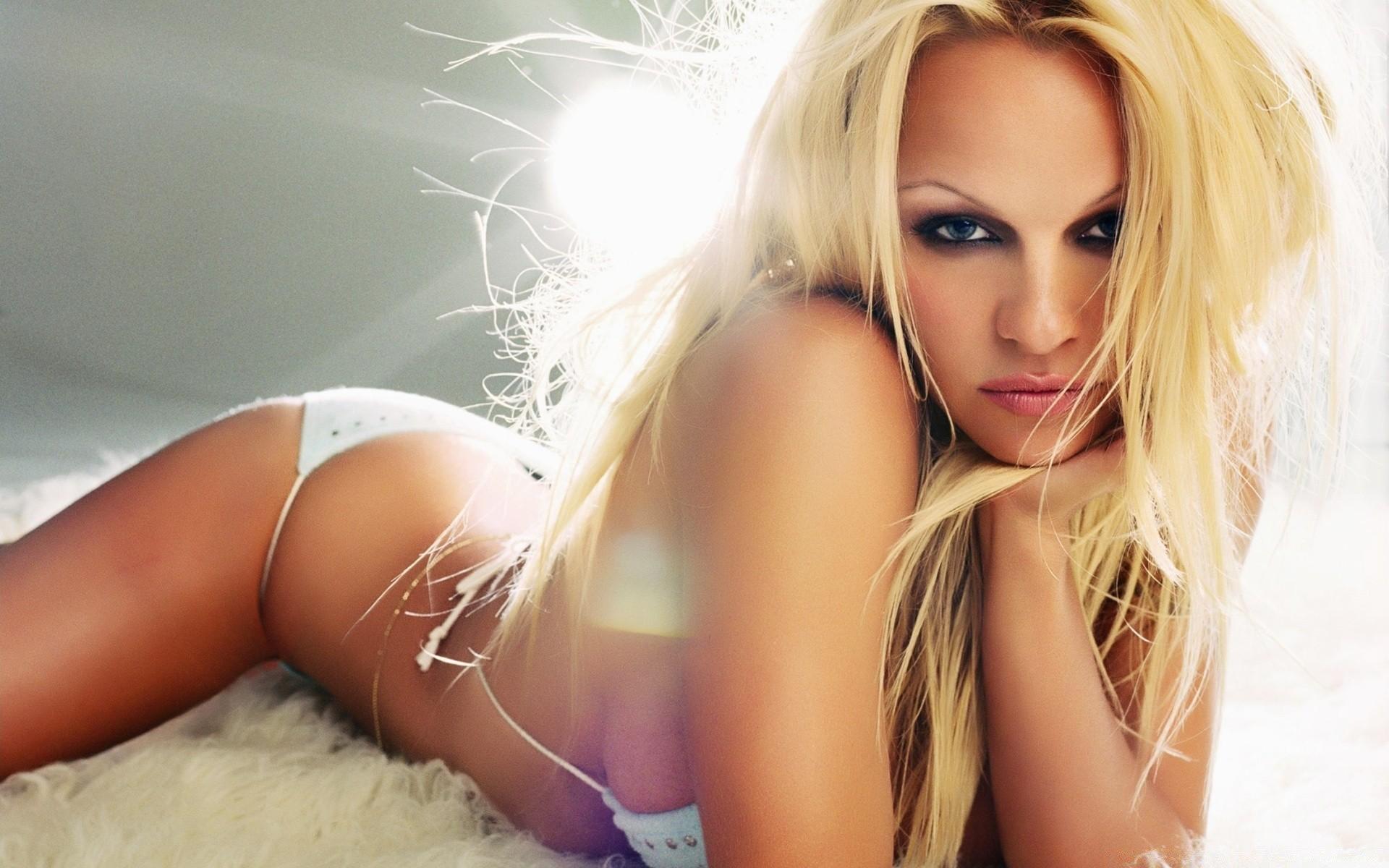 Сексуальные соседки playboy смотреть онлайн, Сексуальные Соседки Плейбоясмотреть 20 фотография