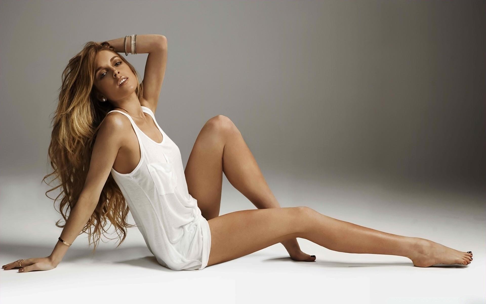 это девушки с красивыми длинными ногами лектории, пожалуй