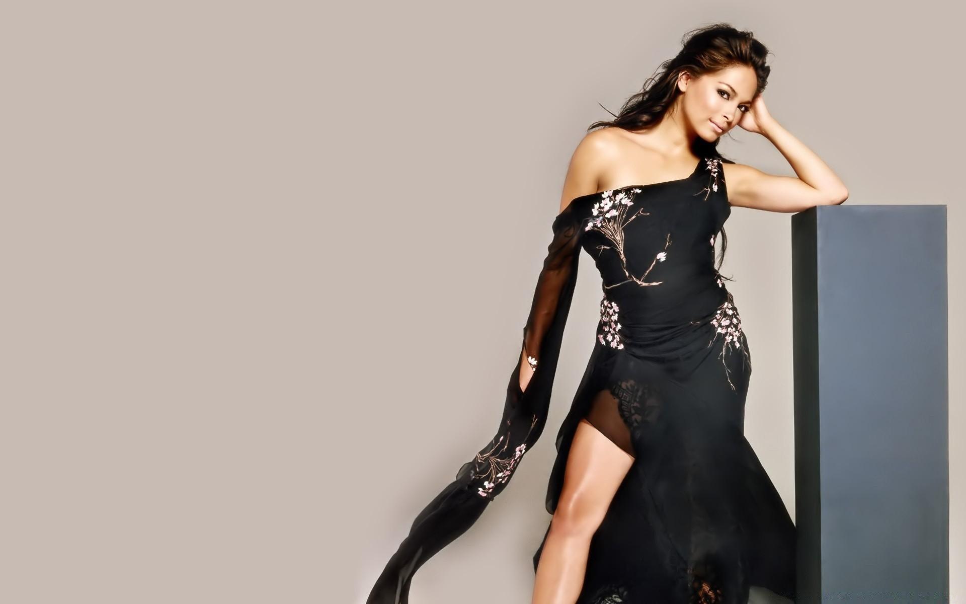 девушки платье черное бесплатно