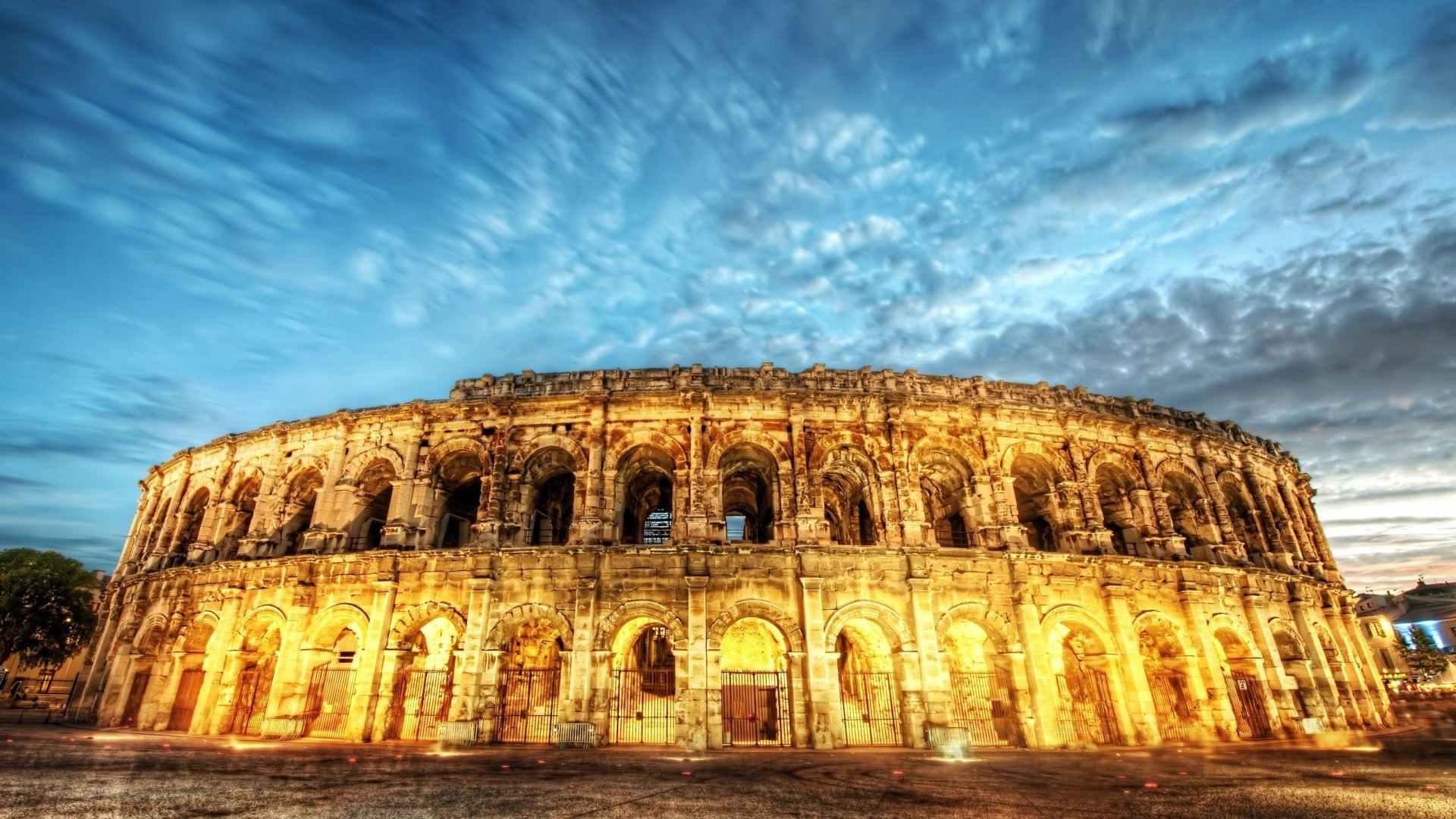 the colosseum Facts on roman colosseum, info on coliseum in rome, gladiator combats held in roman colosseum, information on colosseo di roma, including arch of constantine.