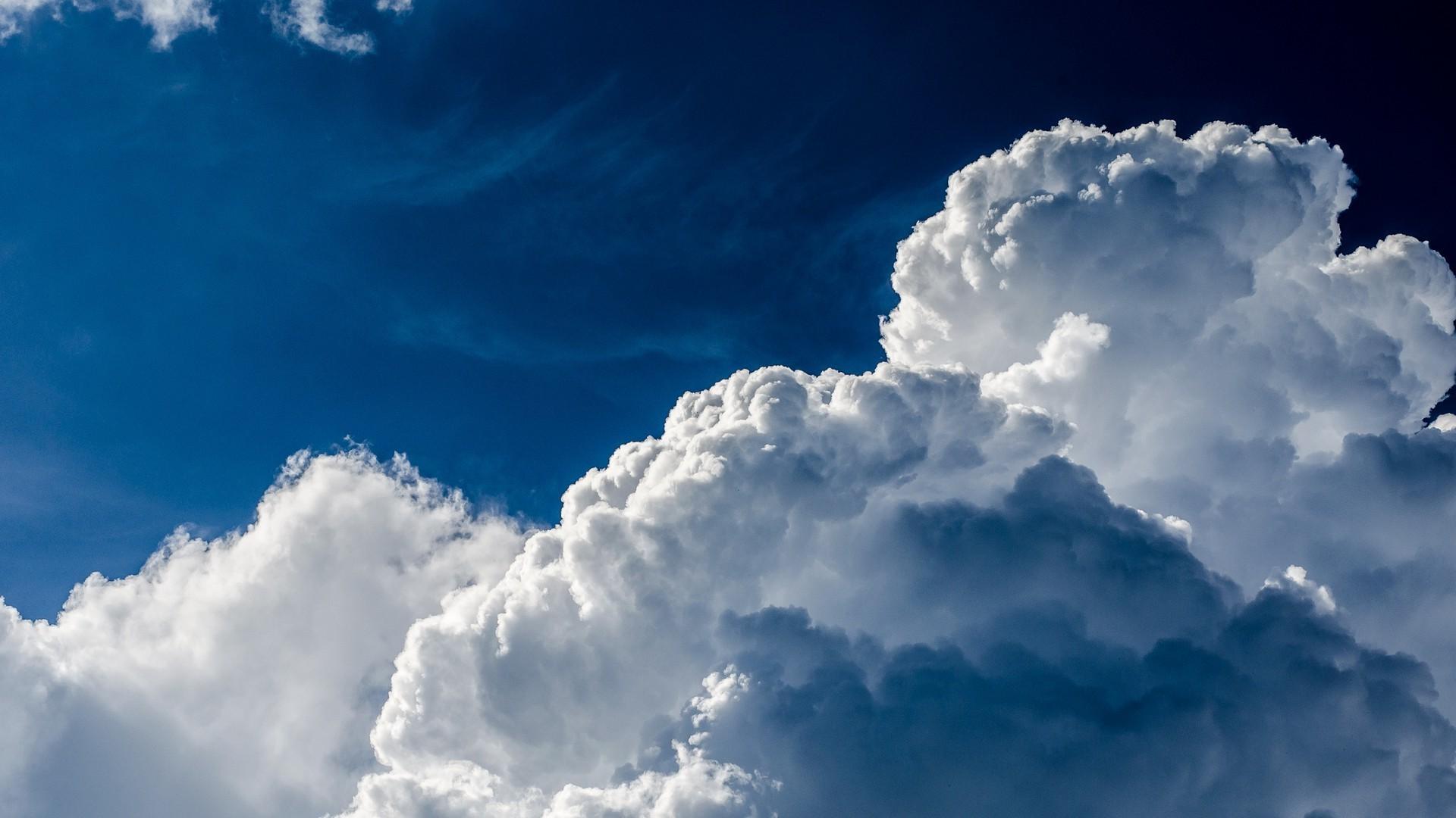 Облака в голубом небе  № 1665954 без смс