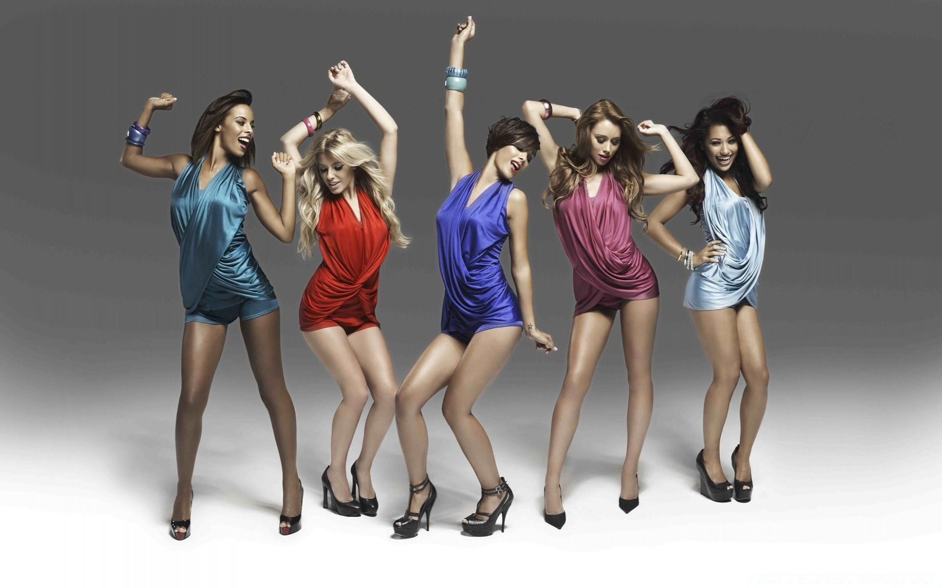 Girl loses clothing party, leonardo corredor nudo