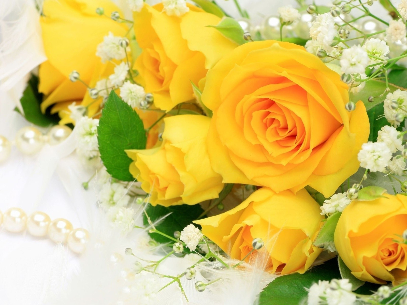 Красивые желтые цветы букет