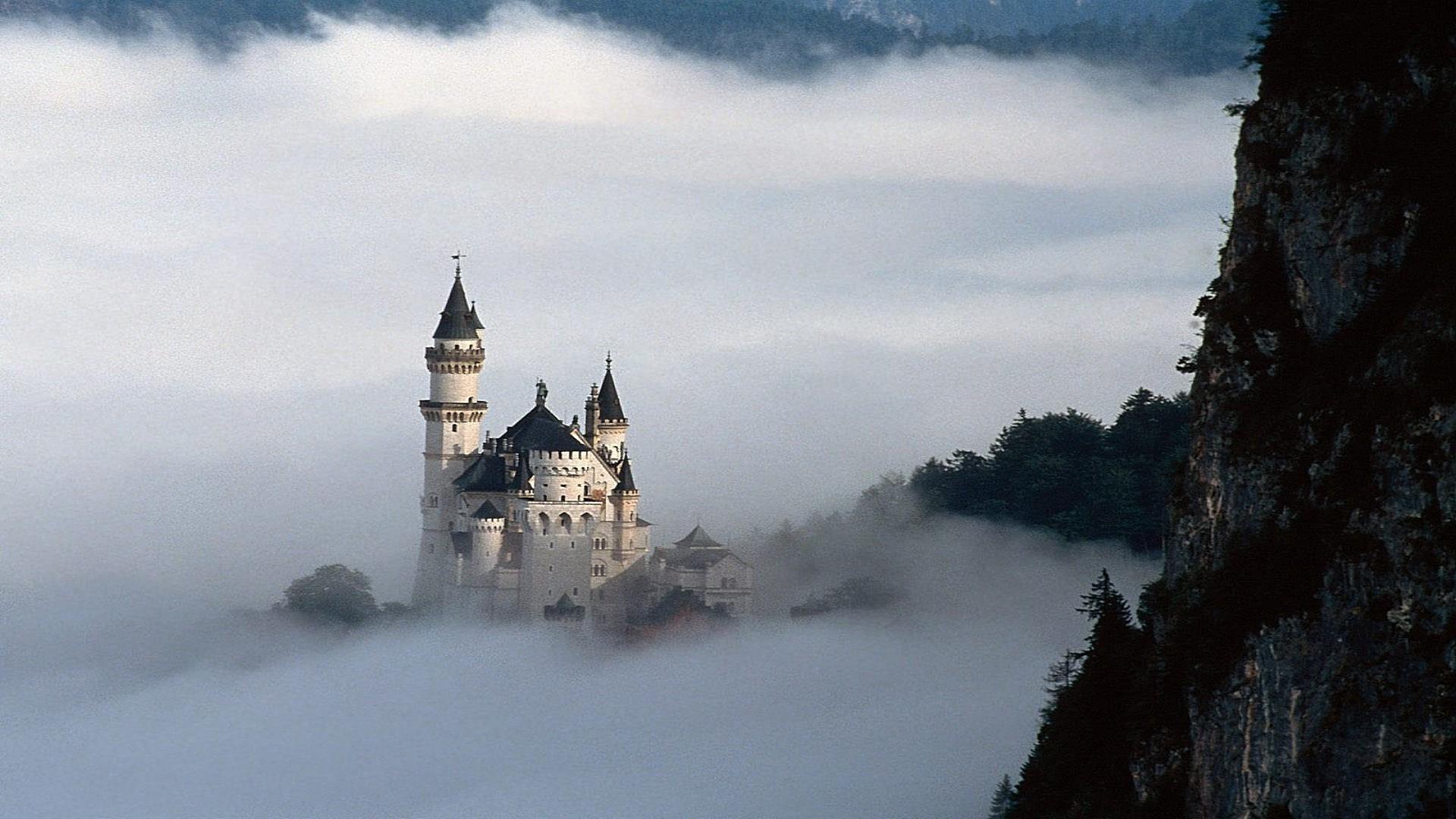 Обои рабочего стола замок в тумане