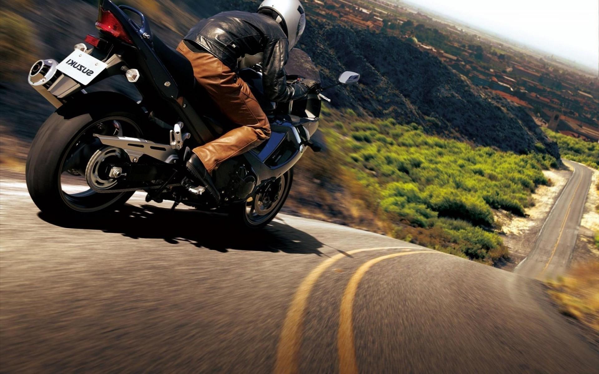 чеченки картинки мотоциклист на дороге мае