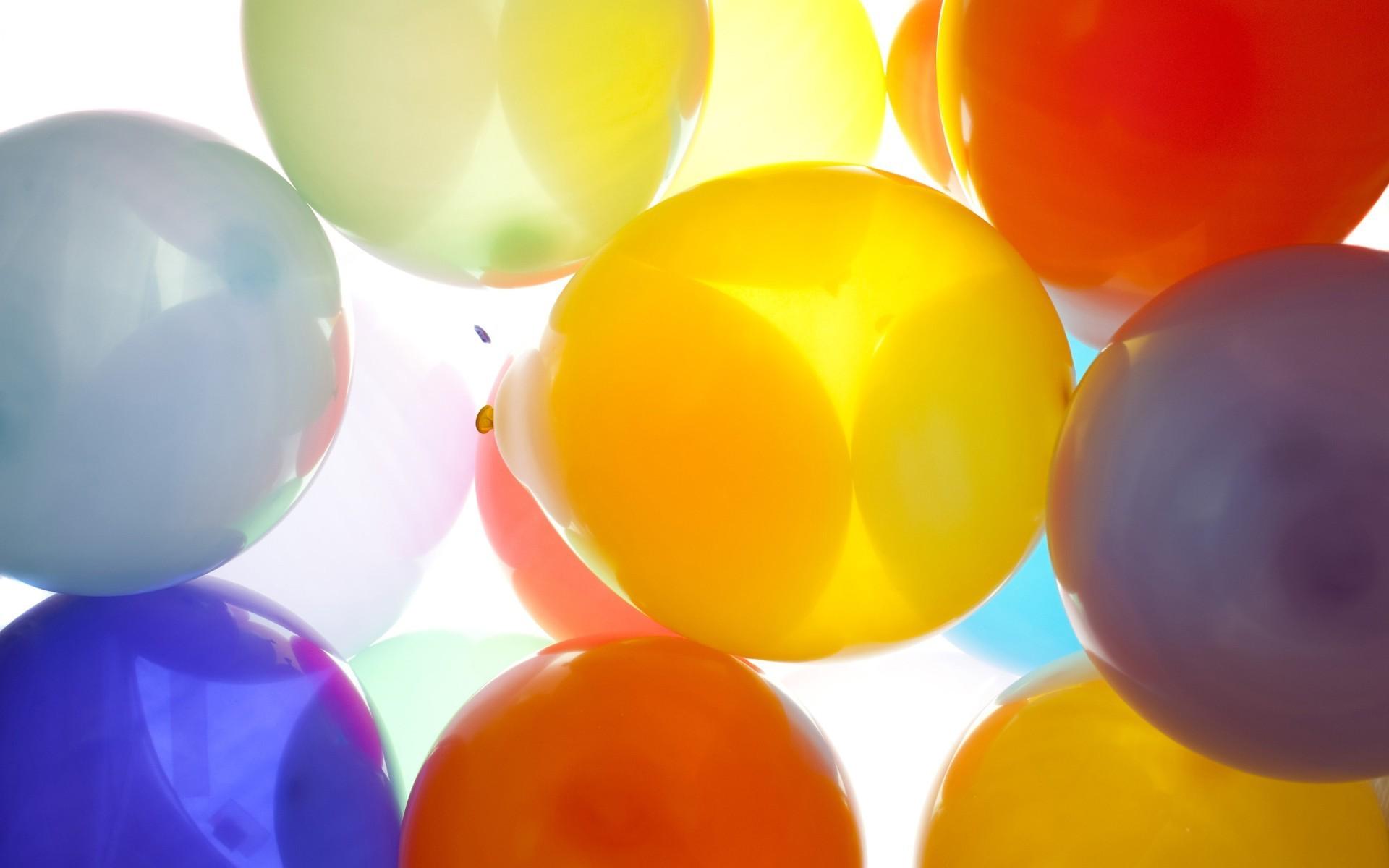 картинка с разноцветными шариками сама