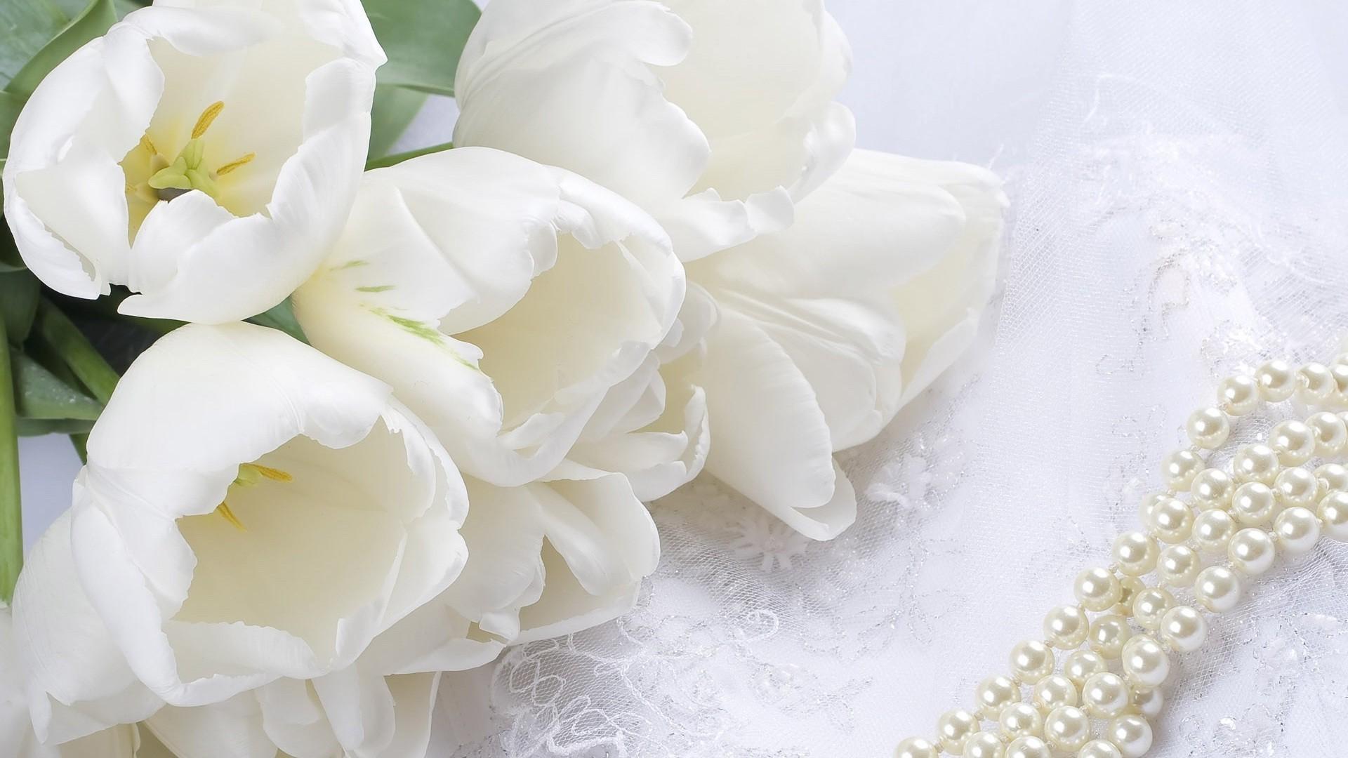 Белый кружевной цветок