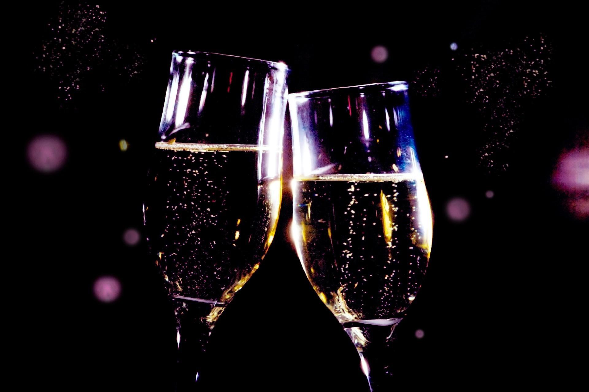 бокалы шампанского гифки очень красивые