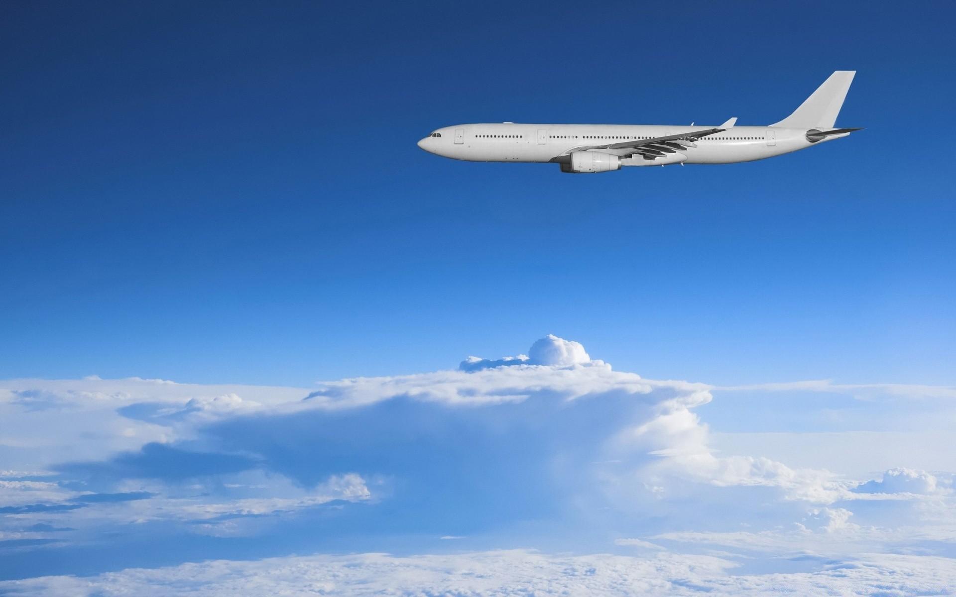 картинка на рабочий стол самолет в небе