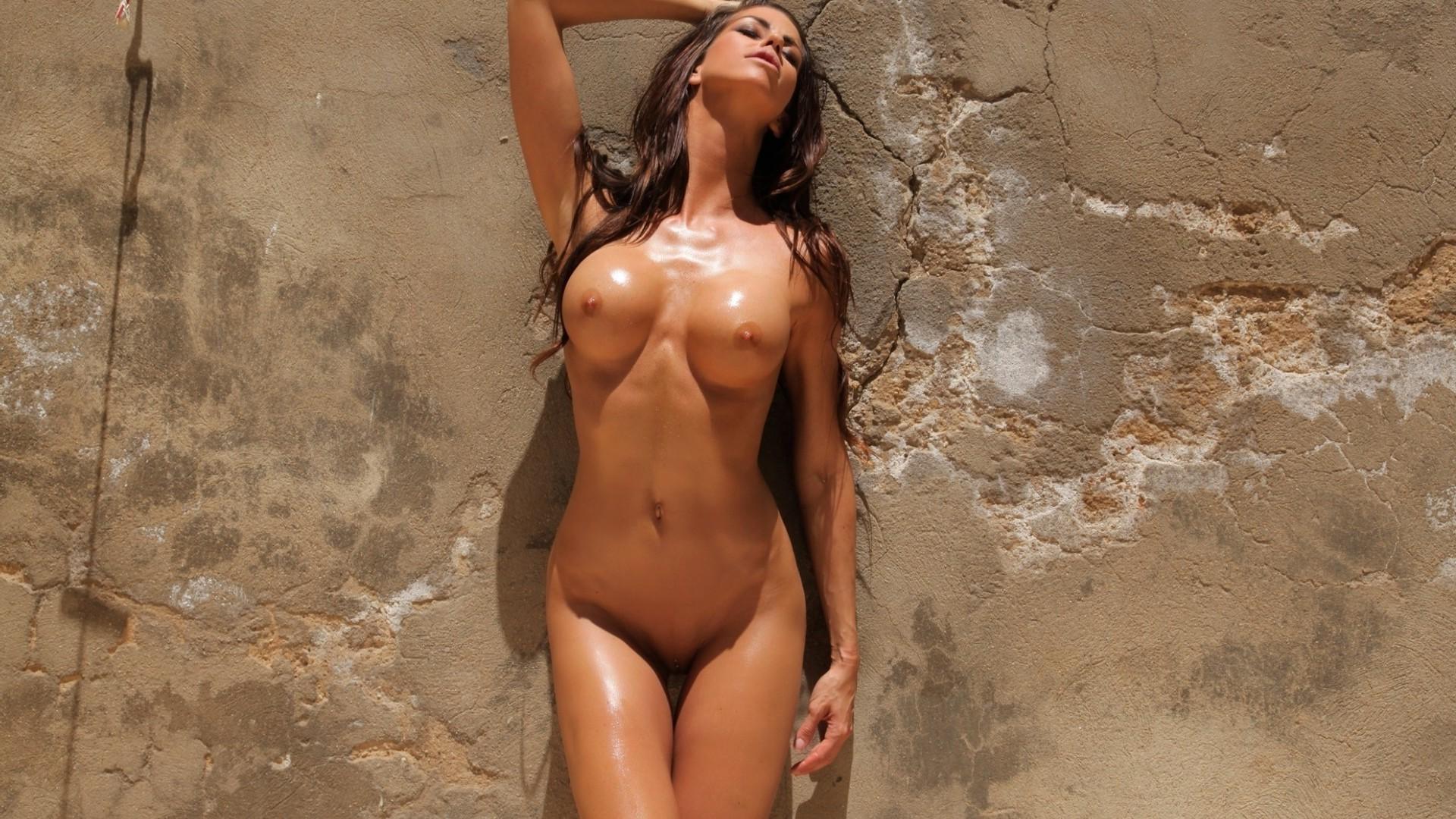 devki-golie-na-zastavku