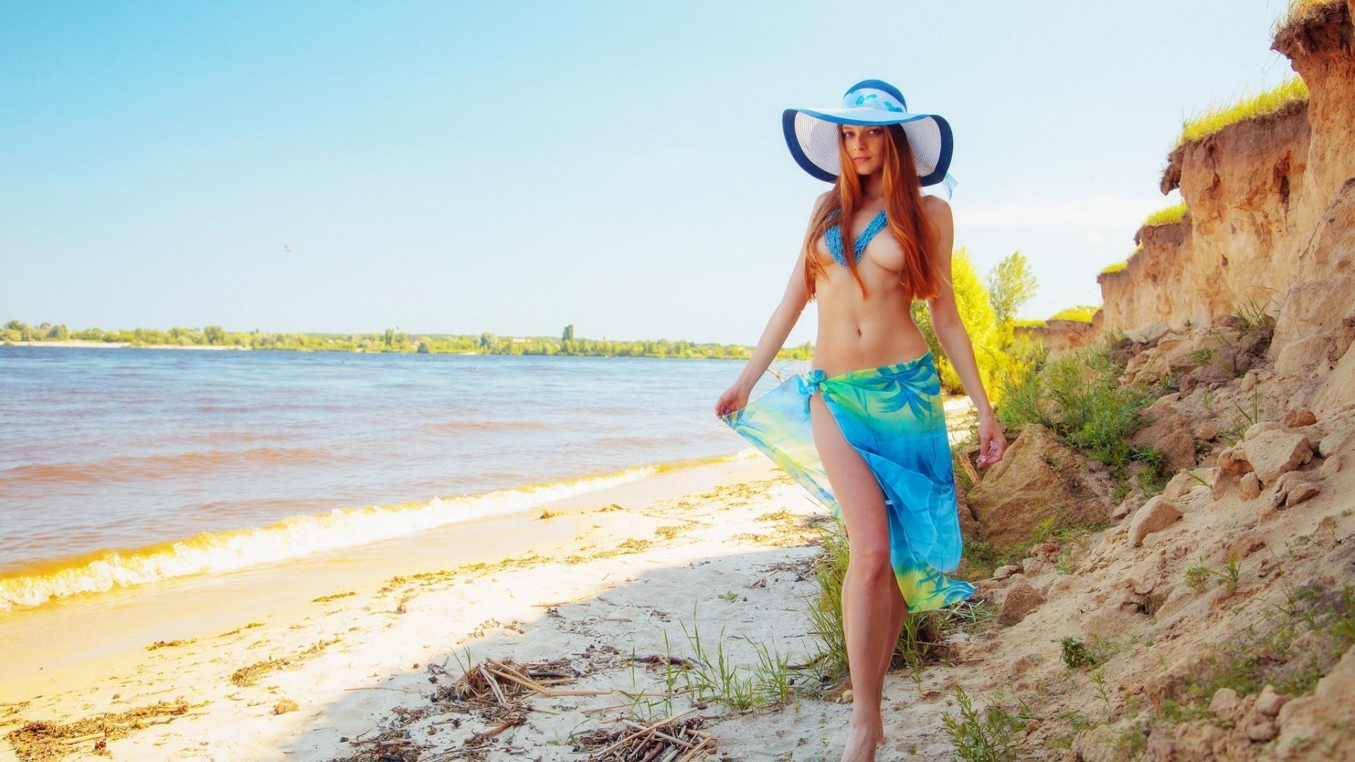рыжие девушки на пляже фото