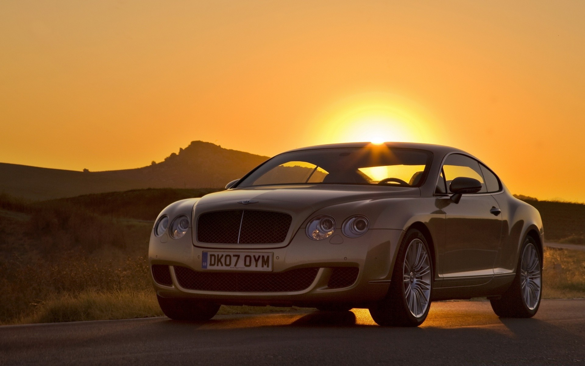 Bentley Continental GT закат