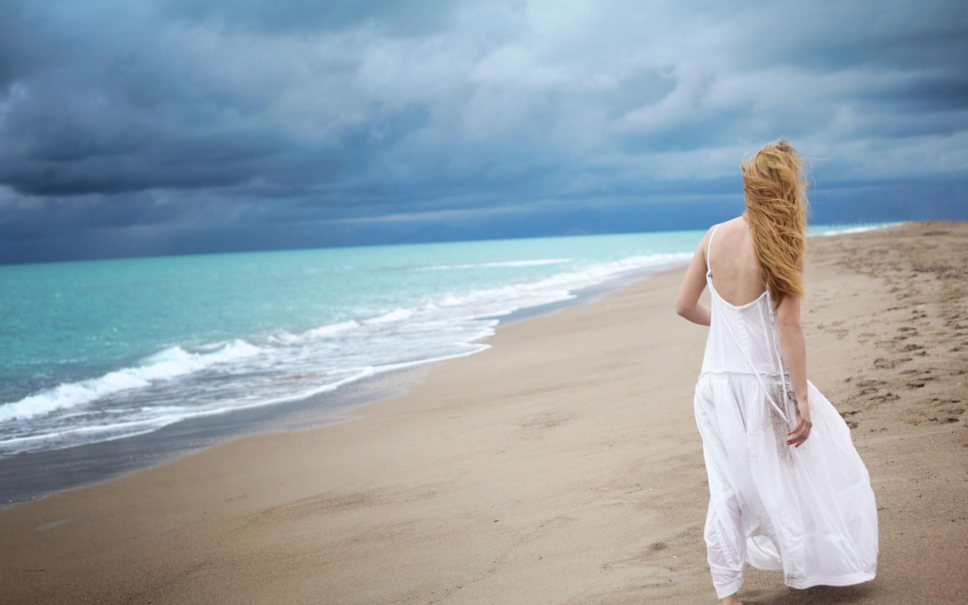 Картинки девушка на побережье