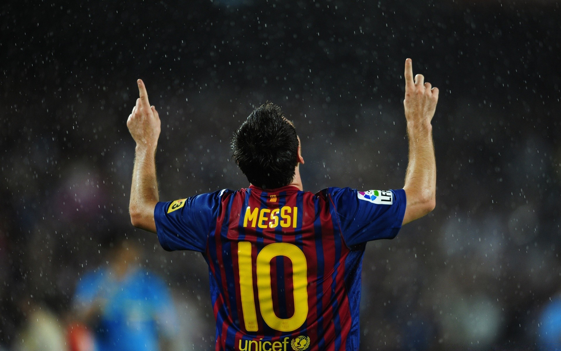 lionel messi best soccer player in He became a world renowned soccer player even though he started out with so little lionel messi is a christ follower that i think is a great player he is not dead he is 27 years old his education is not spoken about lionel messi is the best go barcelona.